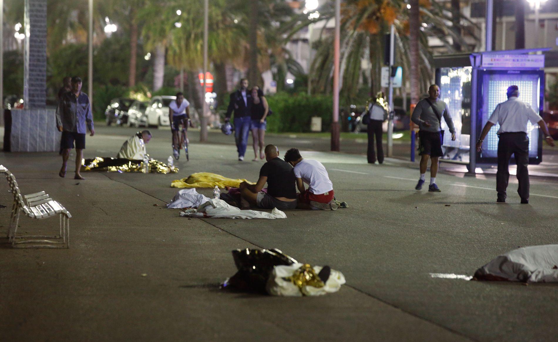 73 DØDE: Minst 73 personer ble drept i det som omtales som et angrep i den franske byen Nice torsdag kveld.