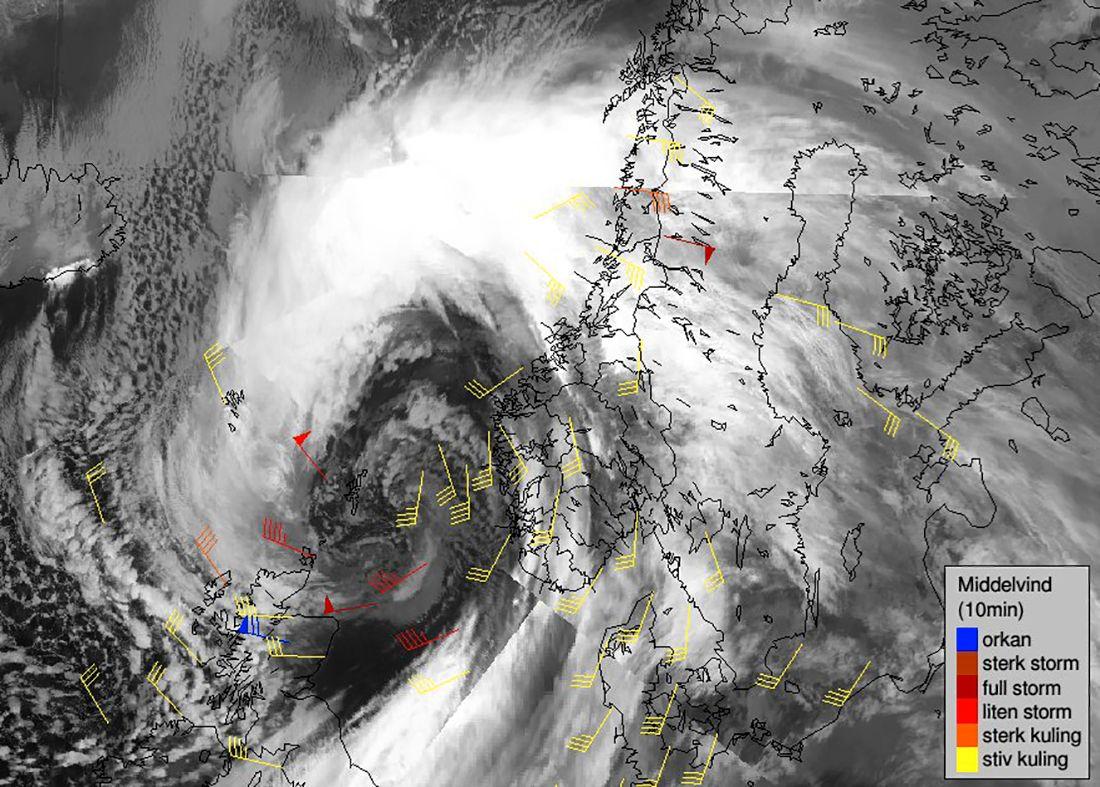 STORM: Meteorologisk institutt varsler at ekstremværet Aina bringer med seg sterk vind, store nedbørmengder og høye bølger som kan føre til store ødeleggelser.