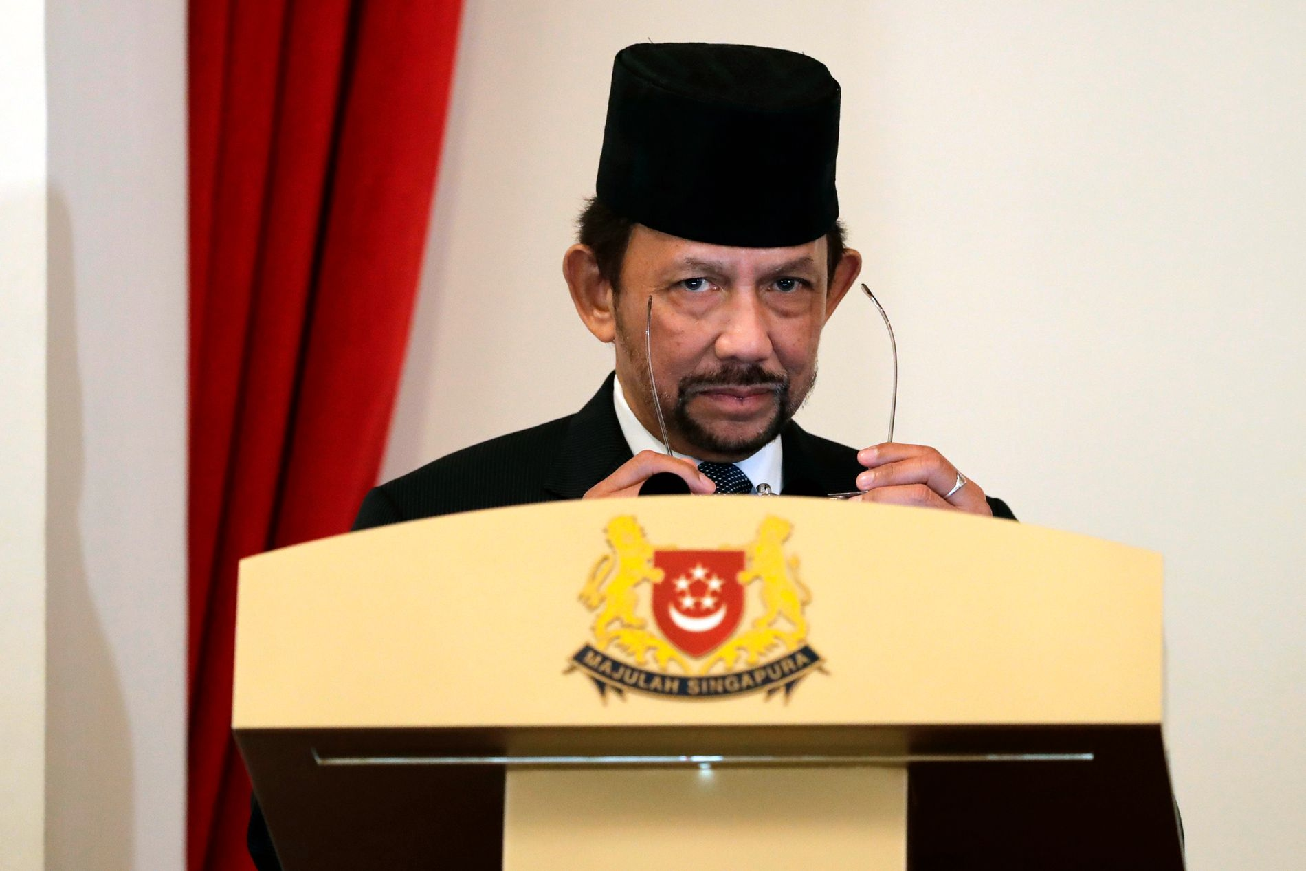 SHARIALOVER: Sultan Hassanal Bolkiah har teke Brunei eit stort steg tilbake mot steinalderen, skriv BT på leiarplass.