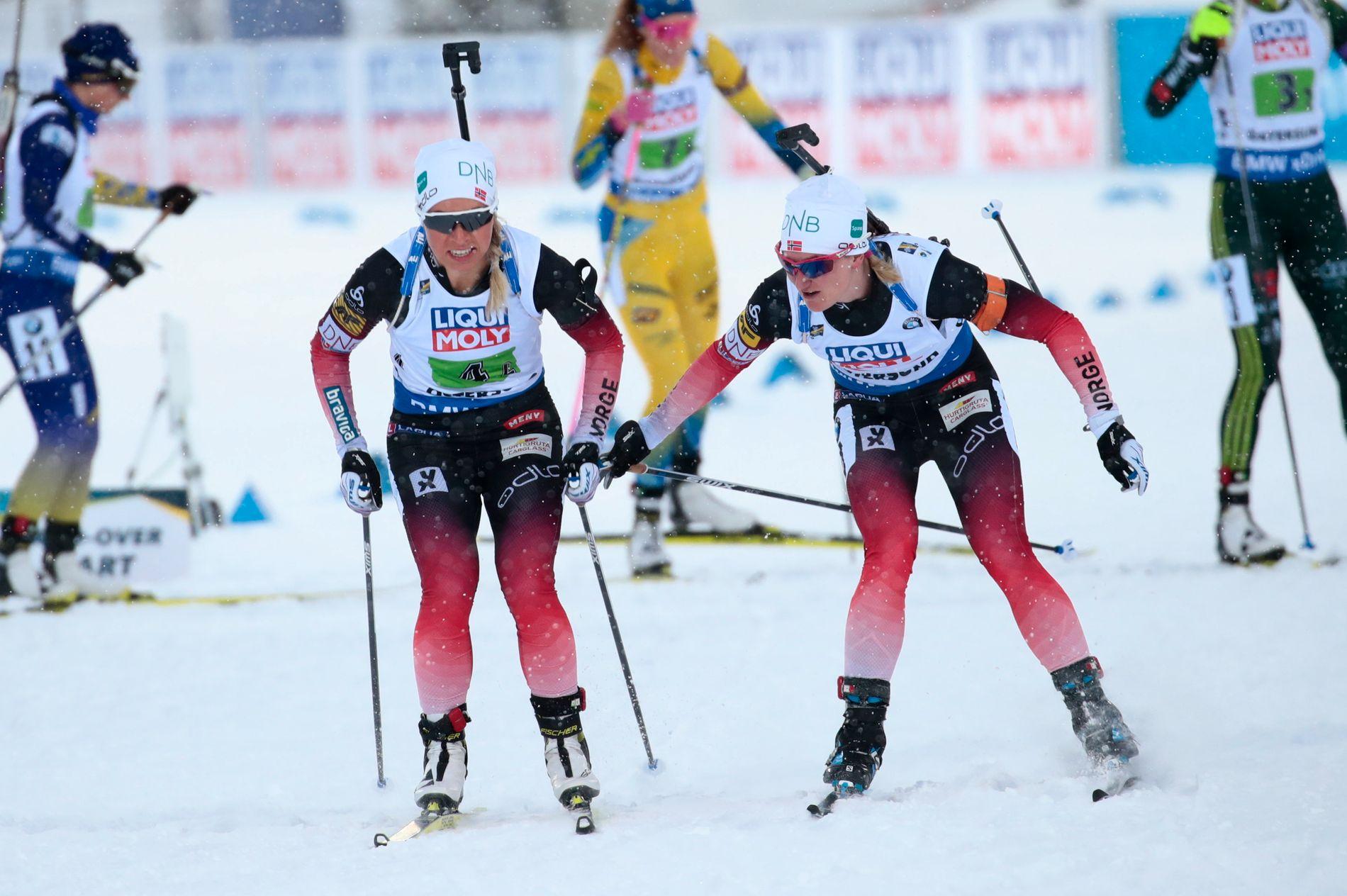 GJORDE JOBBEN: Marte Olsbu Røiseland (til høyre) vekslet ut som nummer to på stafetten. Også Tiril Eckhoff gjorde jobben i Östersund.
