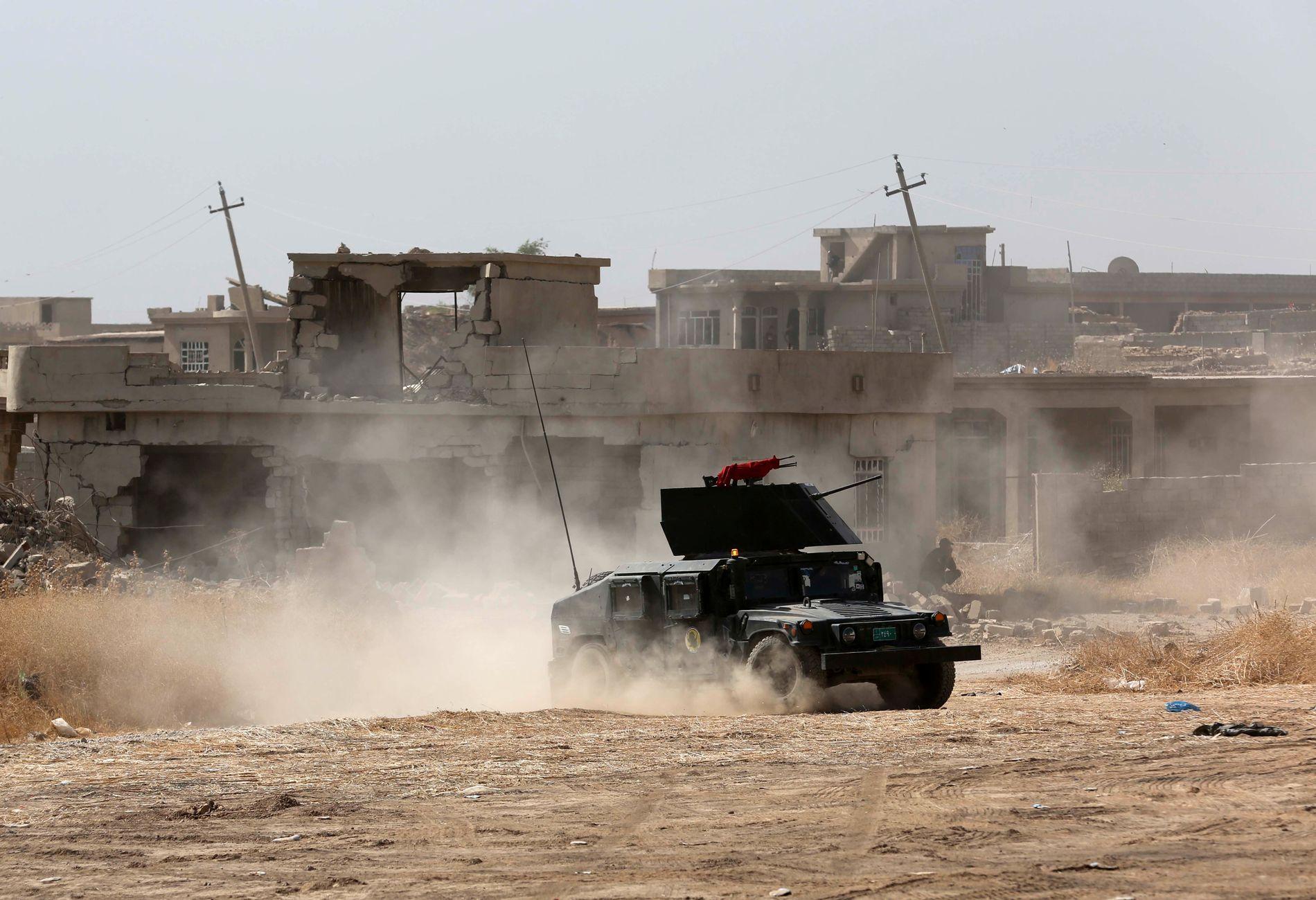 Selv om det nettopp er de sivile som vil tjene på at Mosul nå ser ut til å bli frigjort fra IS' brutale styre, er det nesten uunngåelig at kampen også rammer sivile hardt. Her er irakiske styrker utenfor Mosul.