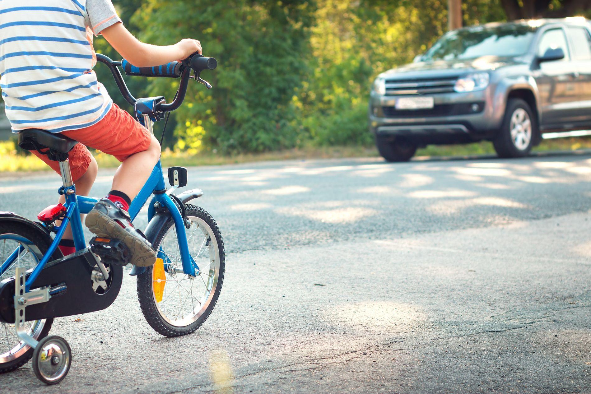 TRYGT: Praktiske og teoretiske ferdigheter gjør barna tryggere og bedre forberedt til å ferdes trygt i trafikken, skriver innsenderen.