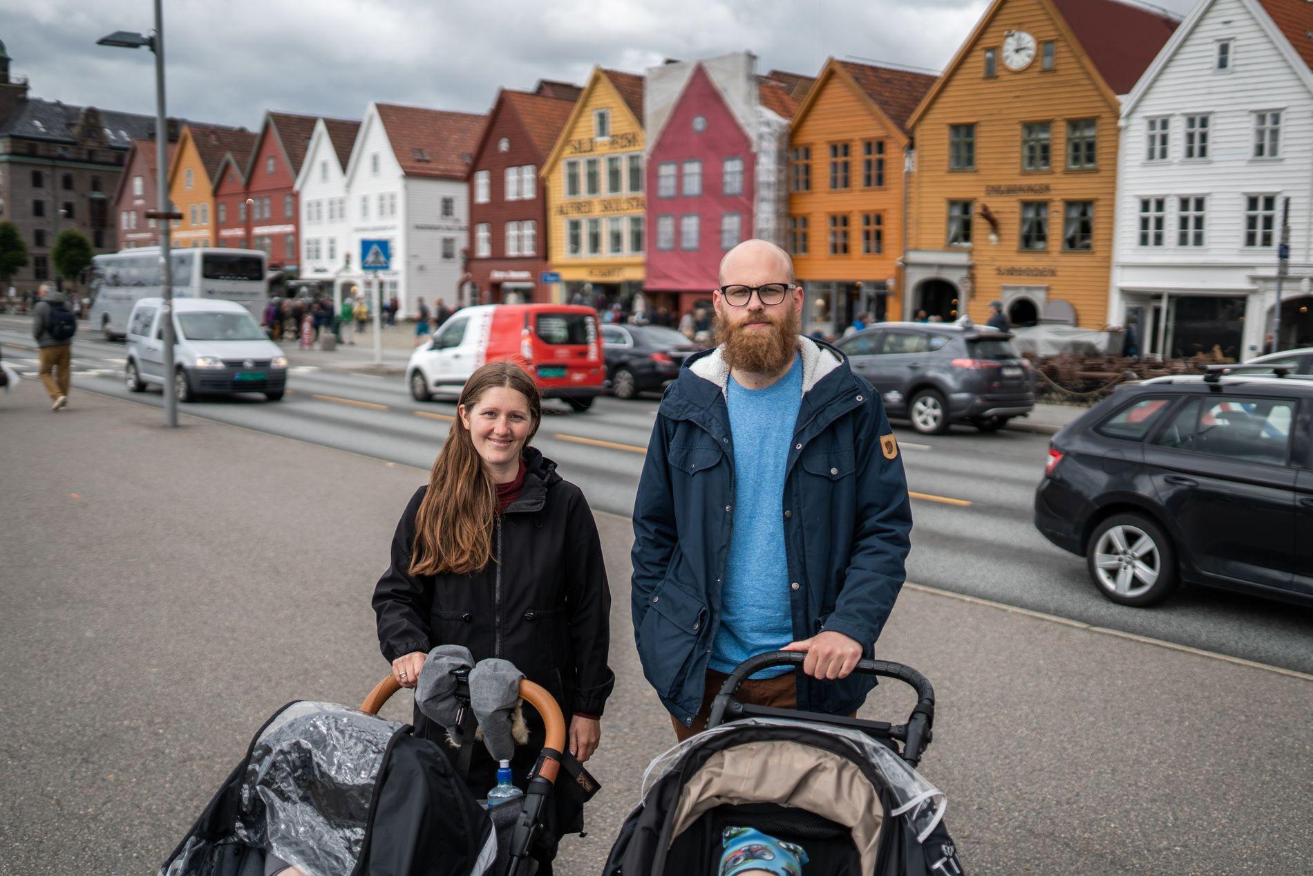 BRYGGELANGS: Østlendingene Christine Ellingsæter og Jarl Andor Ryssdal på trilletur.