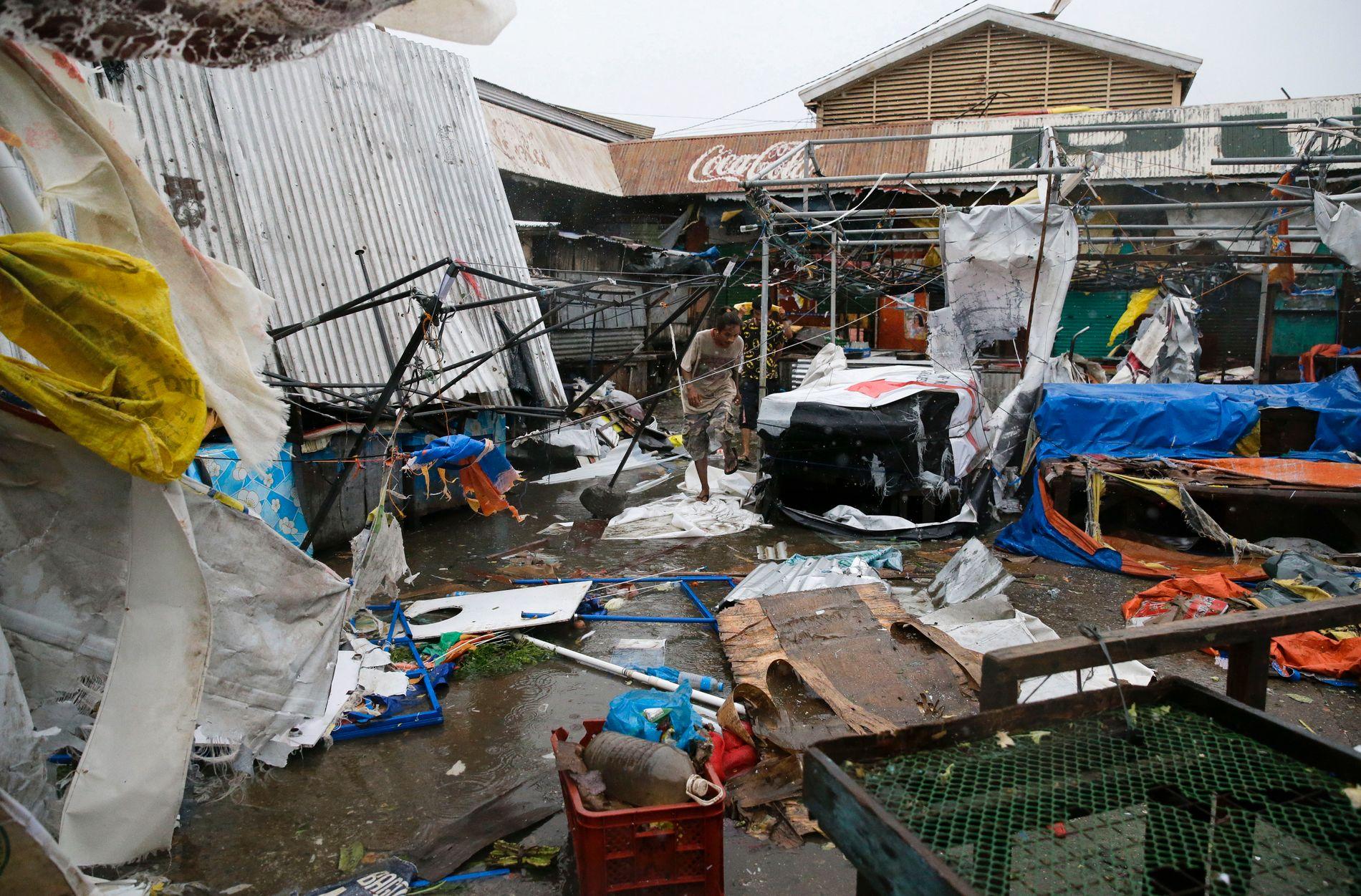 SKADER: Tyfonen Mangkhut førte til store materielle skader i den nordlige byen Tuguegarao på Filippinene lørdag.