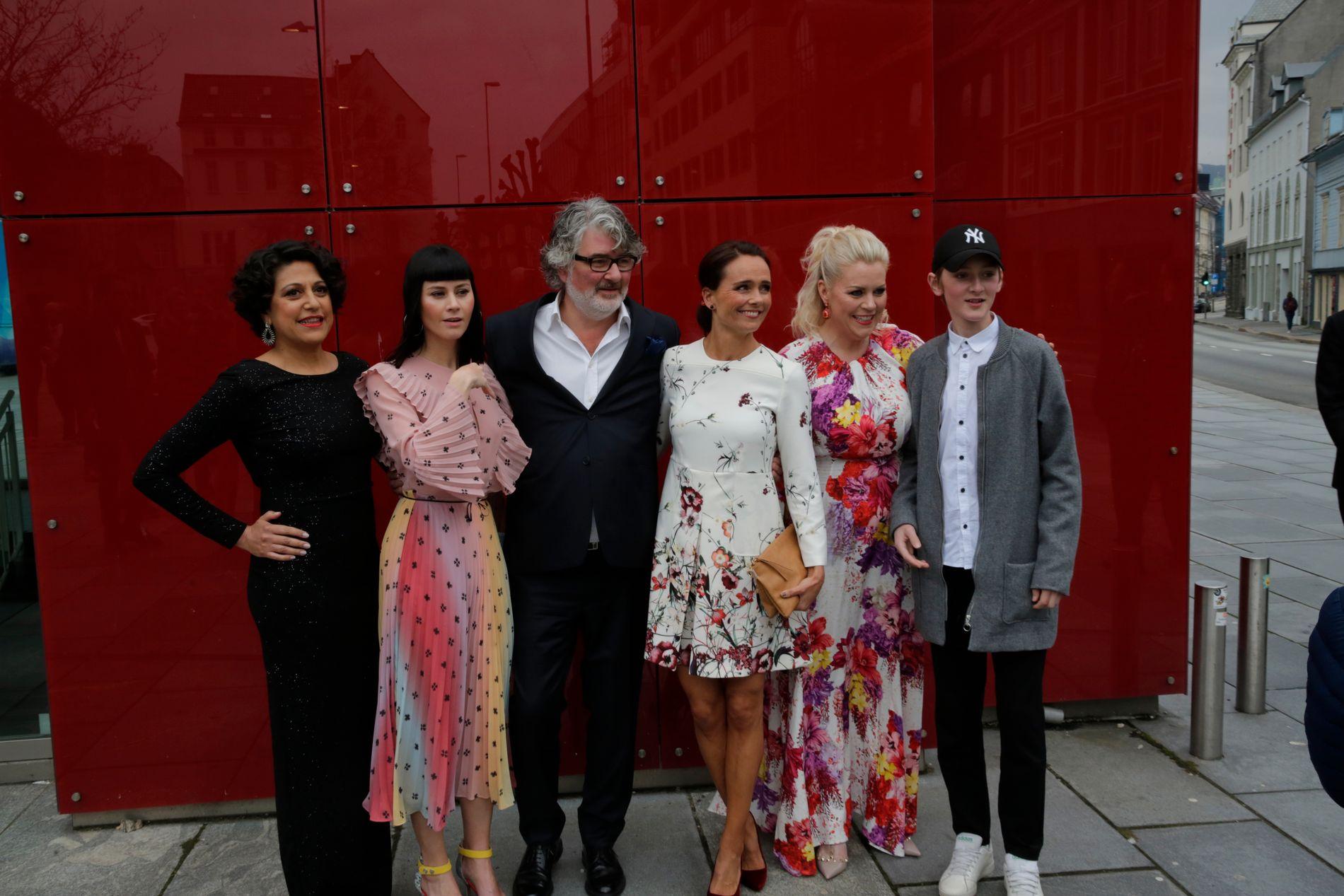 TV-VERTER: NRKs programverter var blant dem som stoppet opp for å møte publikum utenfor den røde løperen.