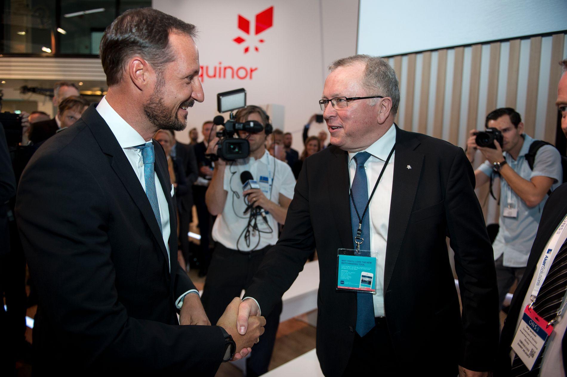 KLIMA: «De er nøkkelpersonar for å få til ein berekraftig morgondag», sa kronprins Haakon til oljefolket då han opna den internasjonale energimessa ONS i Stavanger måndag. Equinor-sjef Eldar Sætre svarte med 3000 nye oljebrønnar og 11 havvindmøller.