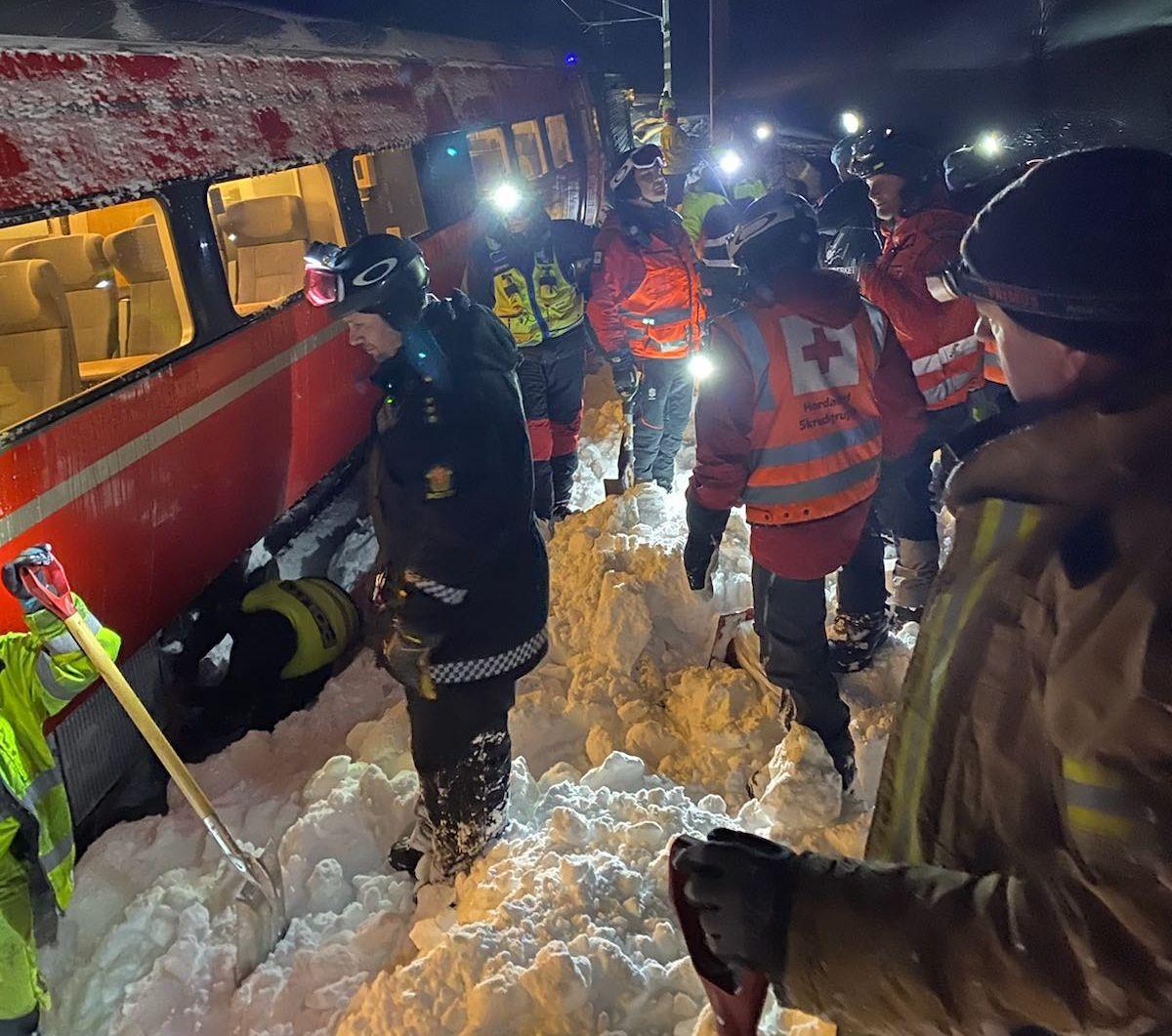 Passasjertog kjørte inn i skred på Bergensbanen