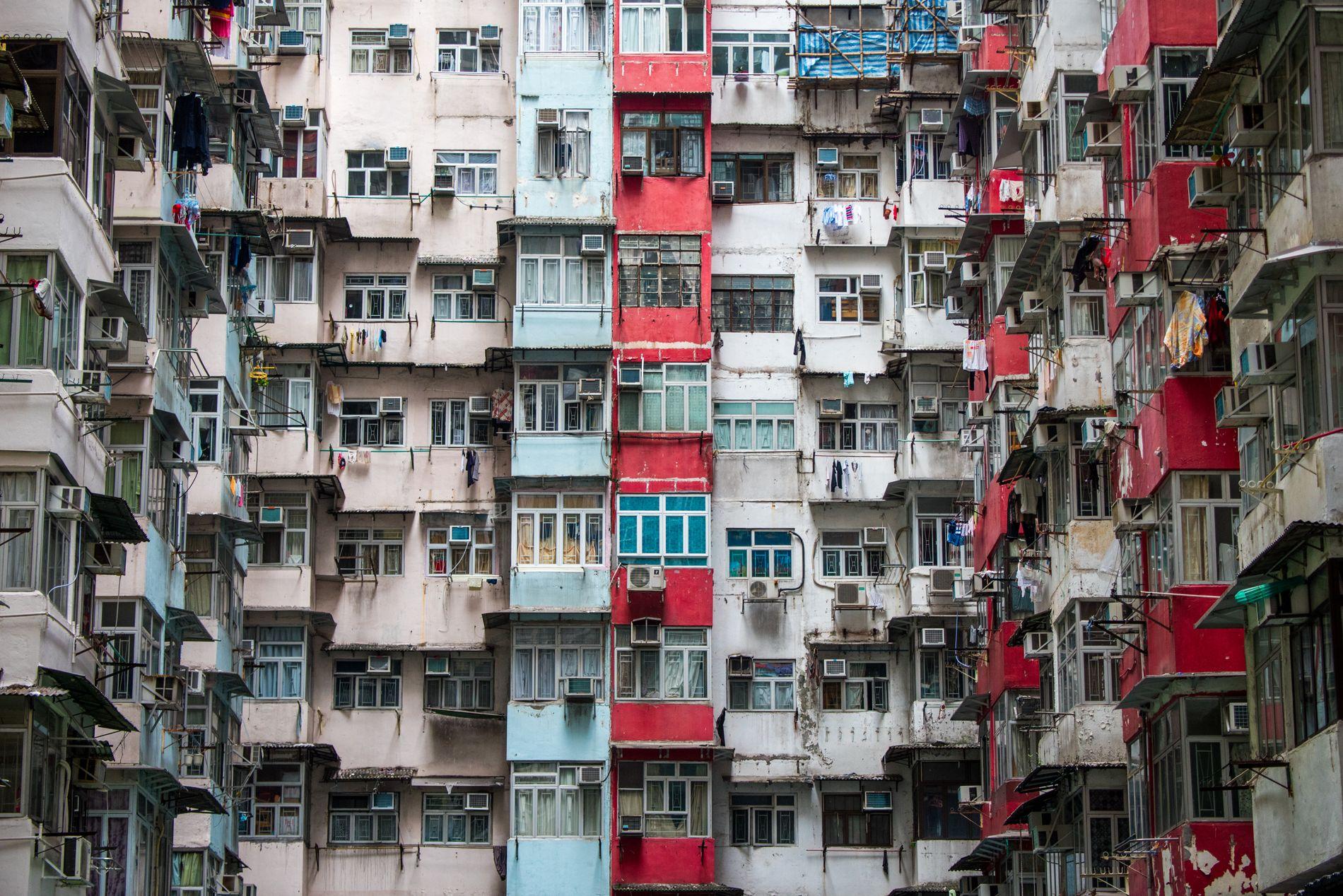 STERK ØKNING: Jordens befolkning har eksplodert til ca syv milliarder. Bildet er fra en boligblokk i Quarry Bay, Hongkong.