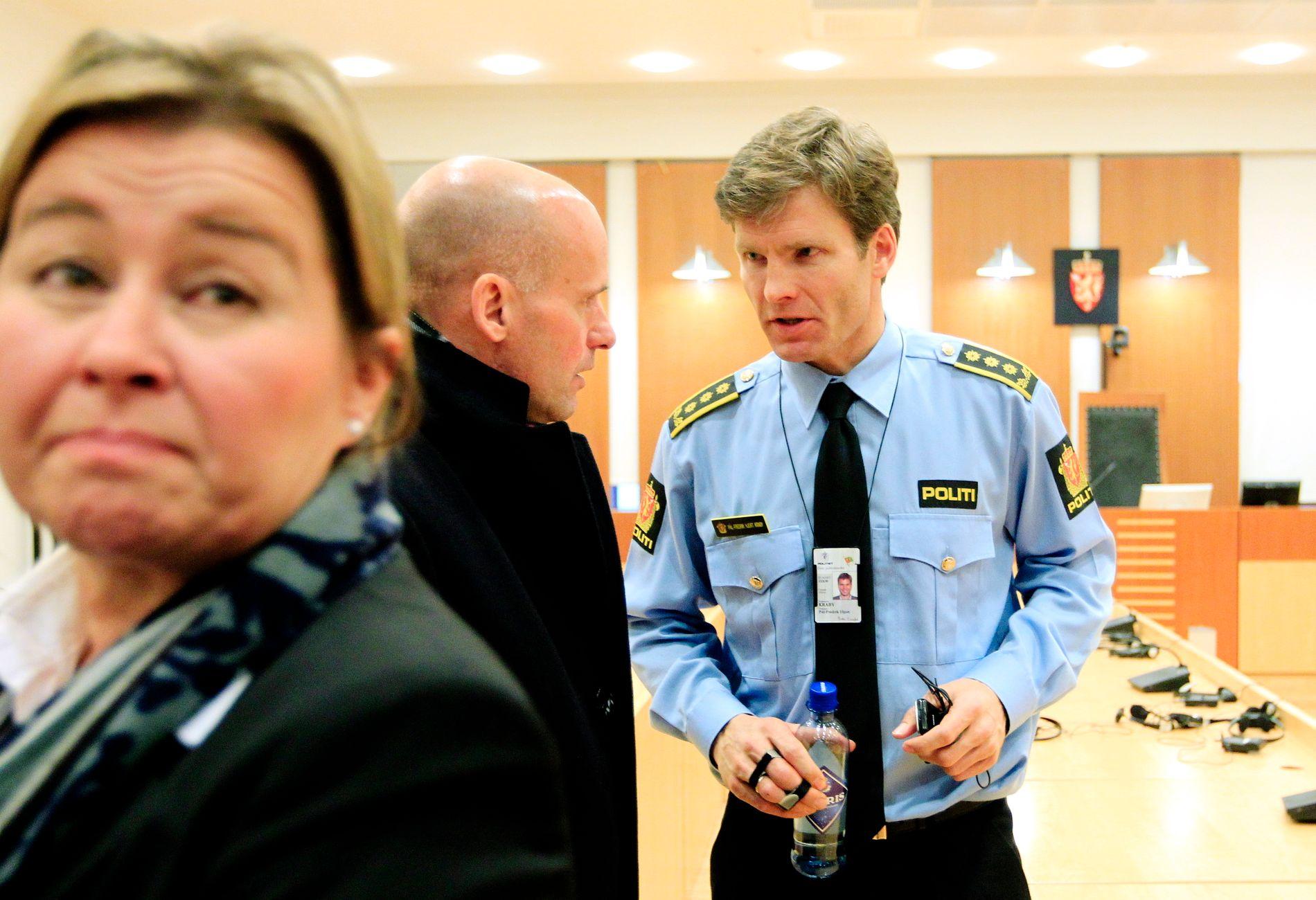 FORNØYD: - Vi er fornøyde med kjennelsen, i all hovedsak. Men vi vil vurdere å anke avgjørelsen om kun fire ukers medieforbud, sa politiadvokat Pål-Fredrik Hjort Kraby på en pressekonferanse klokken 14.