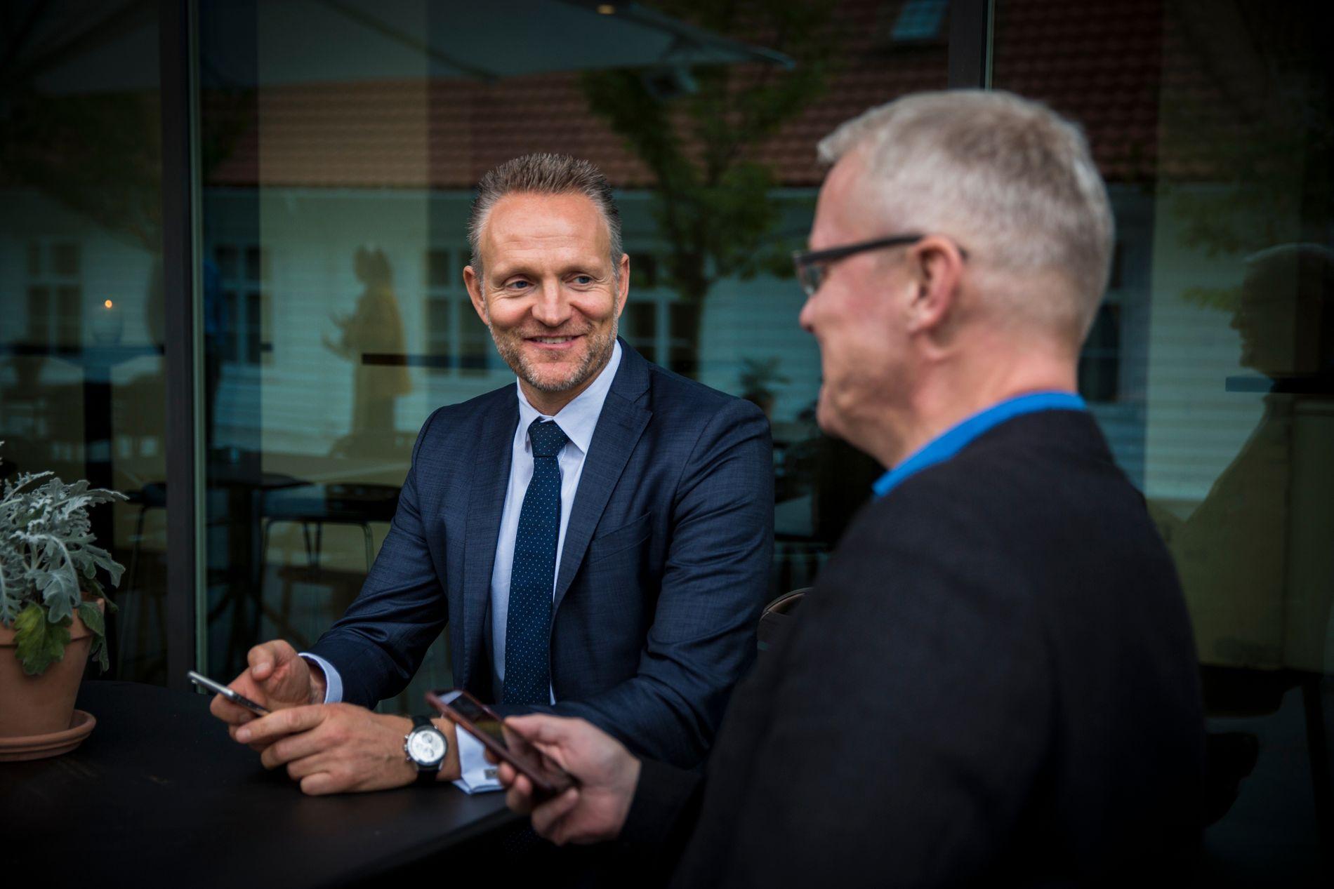SATSER: Sparebanken Vest har lenge tenkt å lansere en ren mobilbank, men ideen til det som nå skal realiseres kom for et halvt år siden. Adm.dir. Jan Erik Kjerpeseth (til v.) sammen med mobilbankens leder Torvald Kvamme.