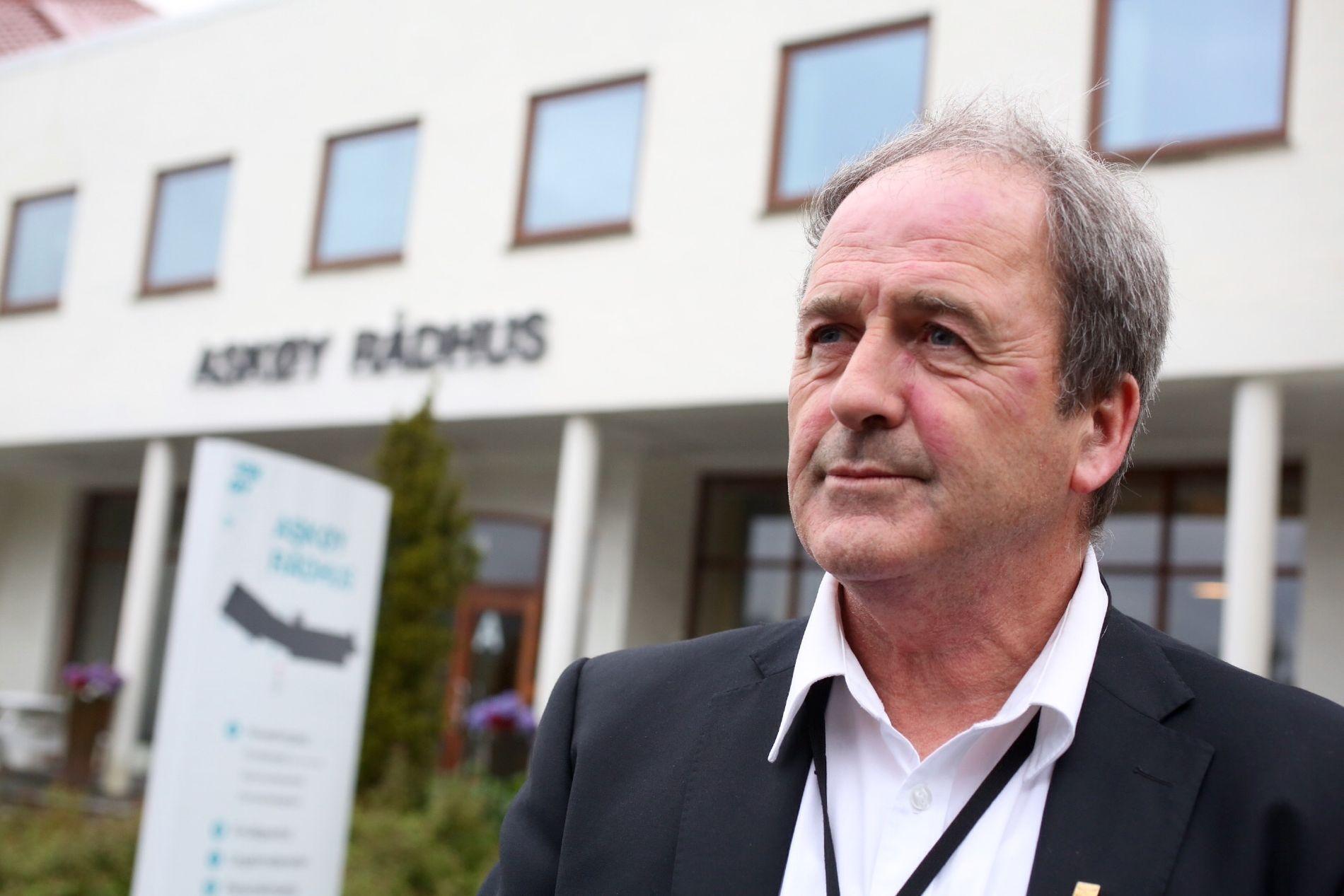 PÅ RÅDHUSET: Ordfører Terje Mathiassen og kommuneledelsen satte krisestab torsdag kveld.