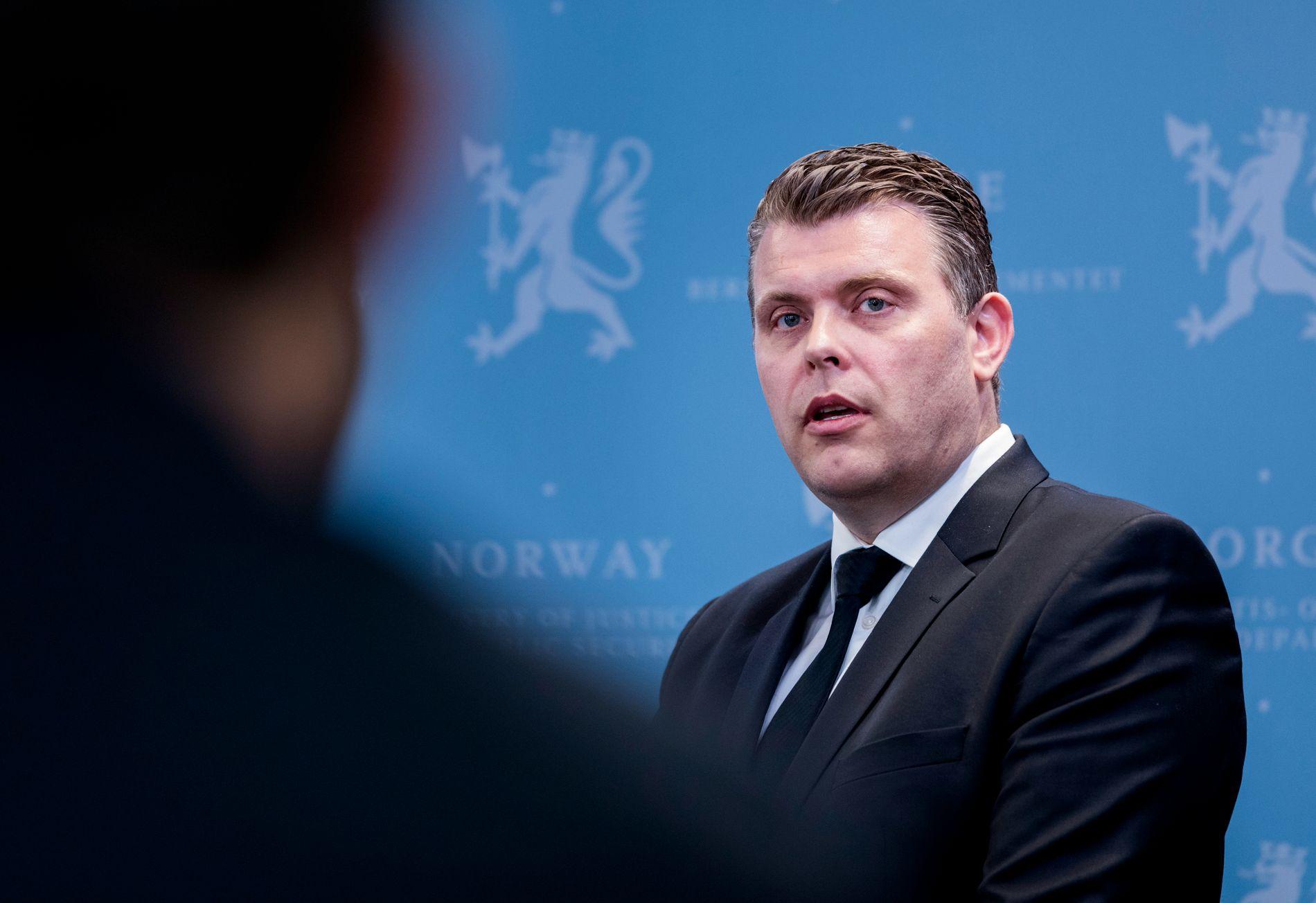 Justisminister Jøran Kallmyr (Frp) foreslår lovendring om bruk av spyttemaske for fengselsbetjenter. Bakgrunnen er at mange innsatte spytter på betjentene. Foto: Gorm Kallestad / NTB scanpix