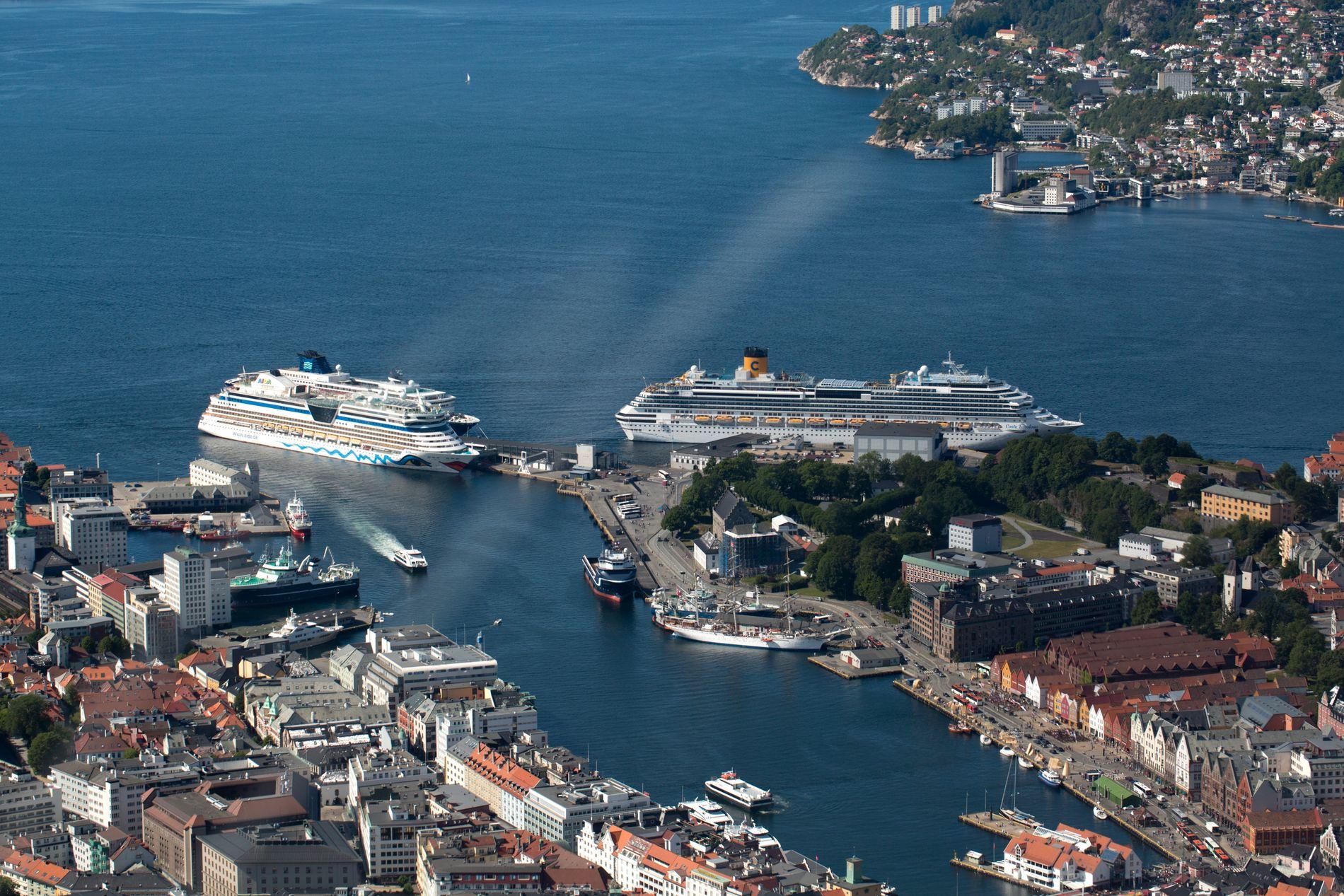 ANKOMST: Horder av cruisepassasjerene kommer til Bergen hvert år. De bidrar lite til lokal verdiskapning, skriver Thor Haakon Bakke.
