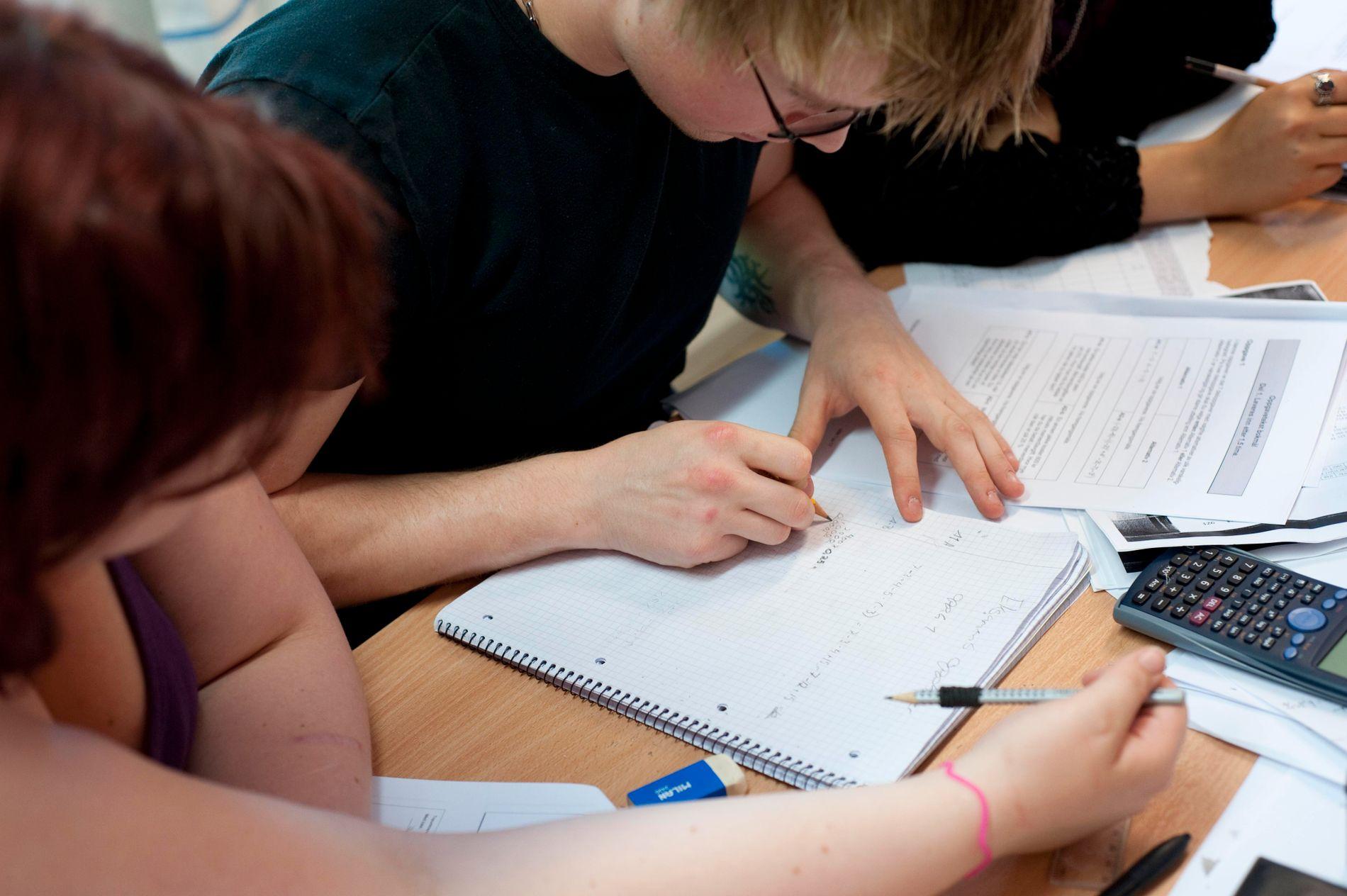 TIPS: Lærer og nestleder i Senterungdommen Magnus Weggesrud har syv tips til hvordan den norske skolen kan bli bedre, blant annet ved å senke fraværsgrensen til elevene.