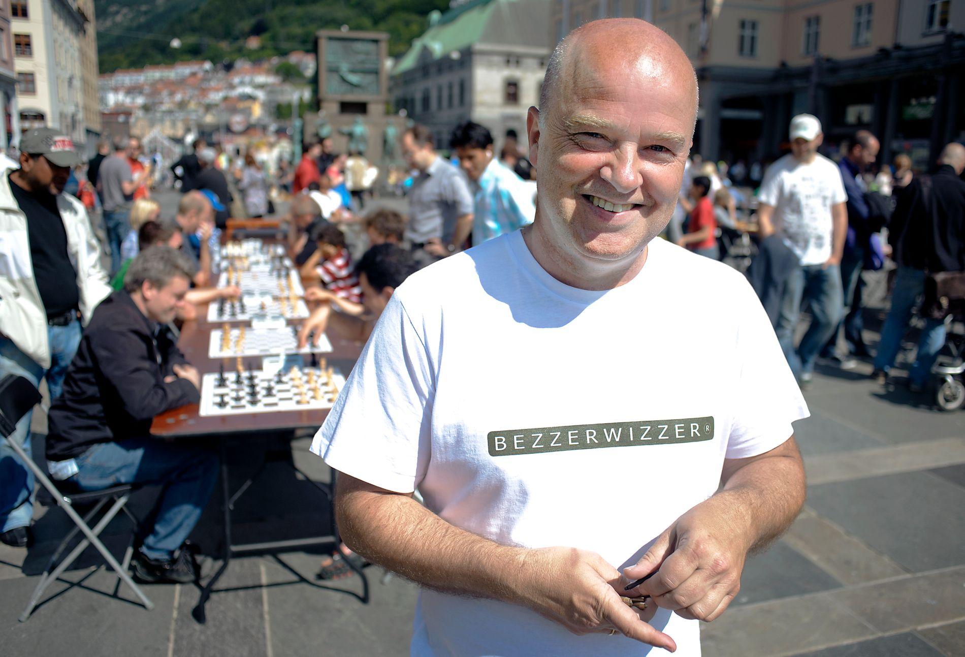 FESTIVAL: Her er Jan Arild Breistein under Spillfestivalen på Torgallmenningen i år 2011.