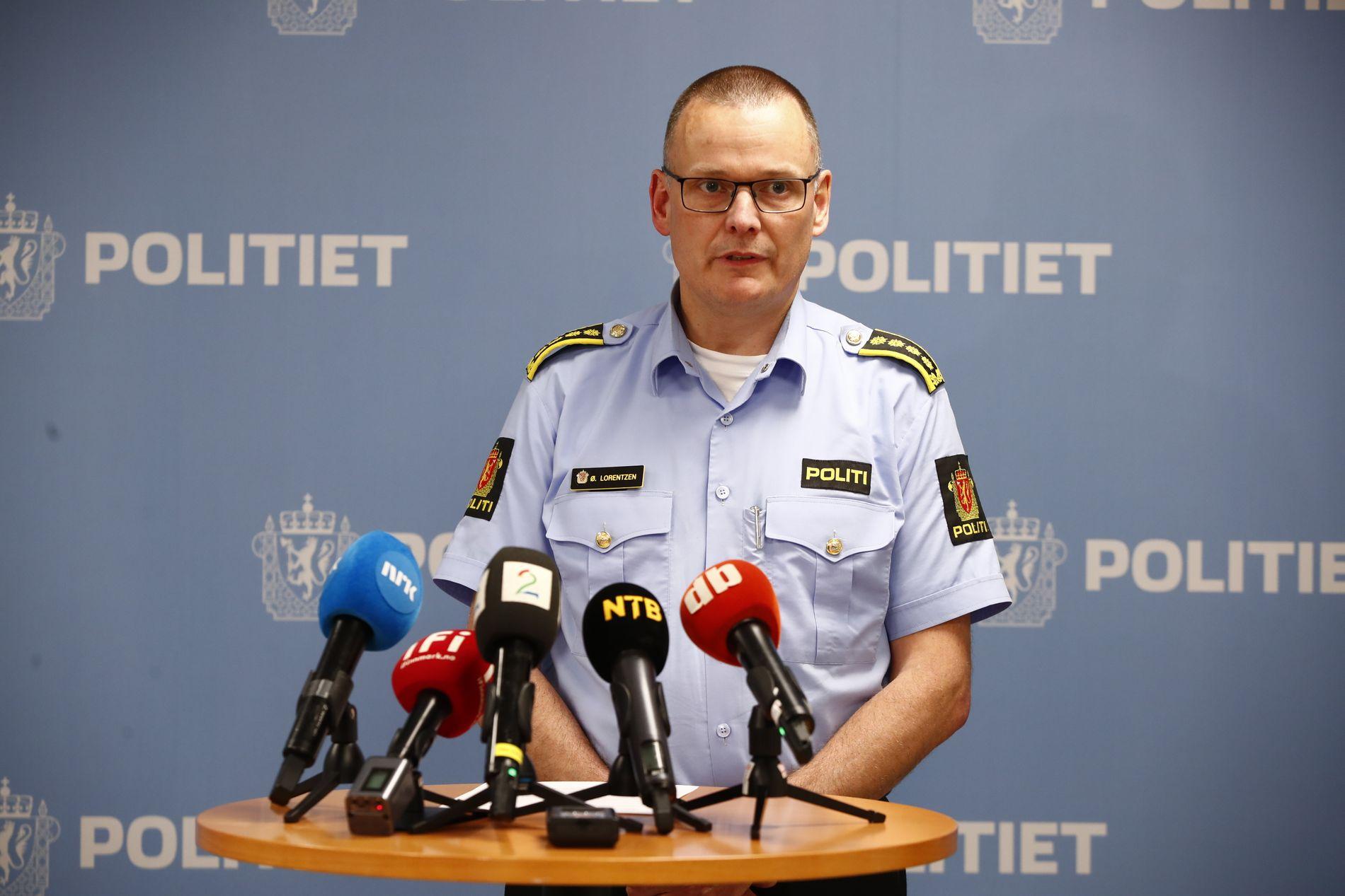 HAR BILDER: – Det er ingen vitner som har sett selve styrten, men politiet har fått tilsendt bilder og videoer som passasjerene har sendt som snap, sa Alta-lensmann Øyvind Lorentzen på en pressekonferanse mandag kveld.