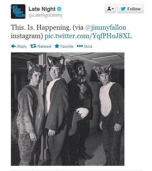 THIS. IS. HAPPENING: Slik presenterer Jimmy Fallon Ylvis-brødrene på sin Twitter-profil.