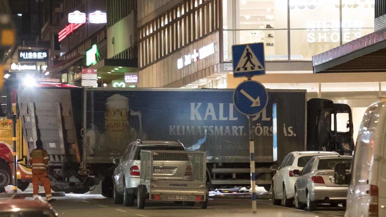 FIRE DREPT: Det er bare litt over fire måneder siden lastebilangrepet som tok livet av fire personer i Stockholm. Den kaprede lastebilen ble styrt inn i varehuset Åhléns i gågaten Drottninggatan. De drepte var en svensk jente i skolealder, en kvinne fra Uddevalla, en 41-årig britisk mann og en kvinne fra Belgia.