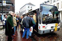 OPPTELLING: Bussjåførene i Hasselt har kun en oppgave når bussen står på holdeplassen: Telle passasjerer. Mange passasjerer.