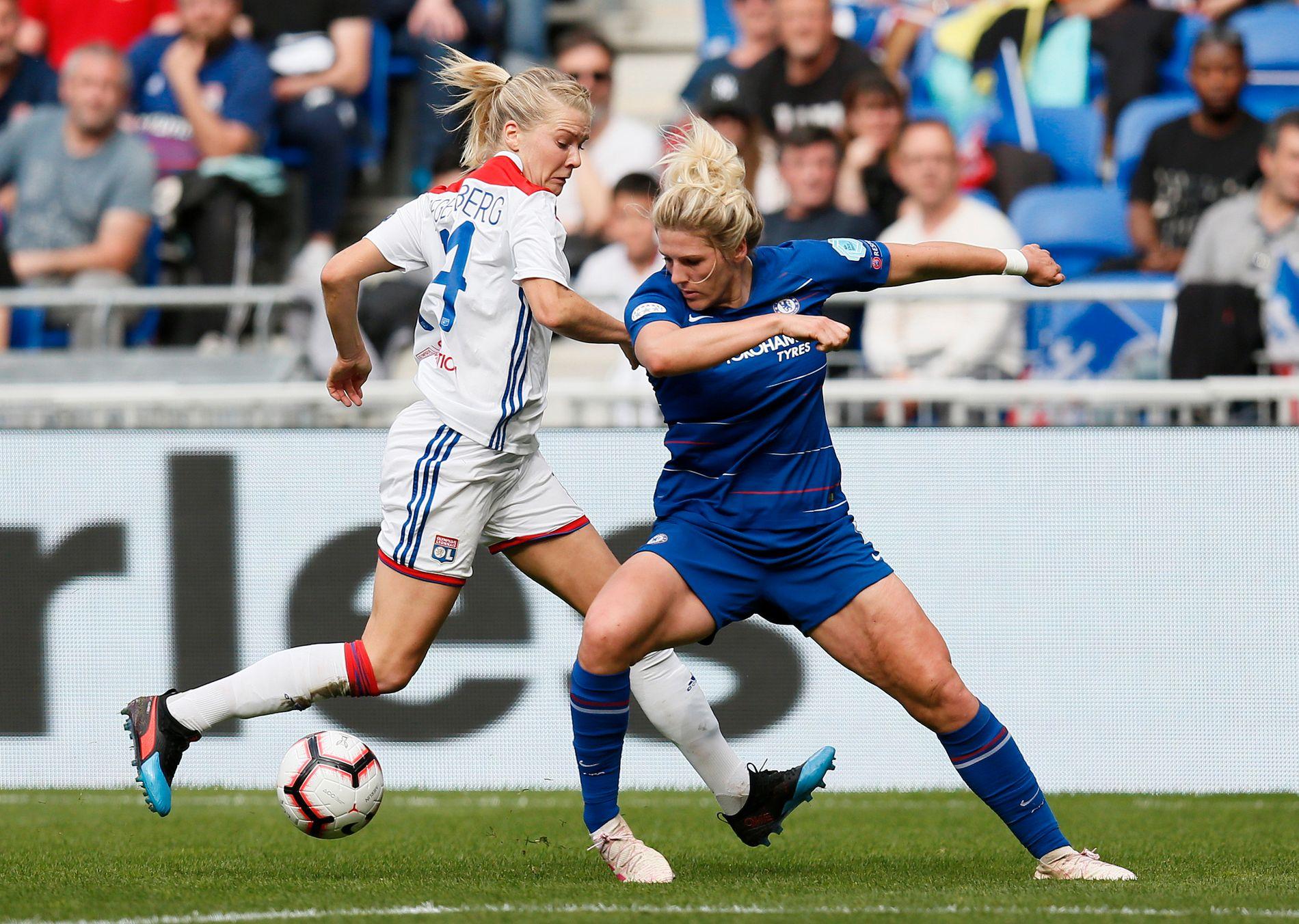 Ada Hegerberg (t.v.) spilte hele kampen, men fikk få sjanser foran mål.