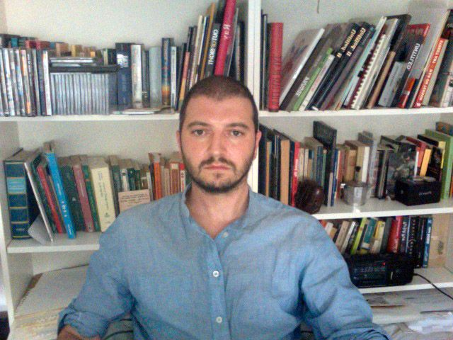 DOLK-FAN: Davide Fasolo (38) står bak den 24 minutters lange dokumentaren om gatekunst i Lofoten.