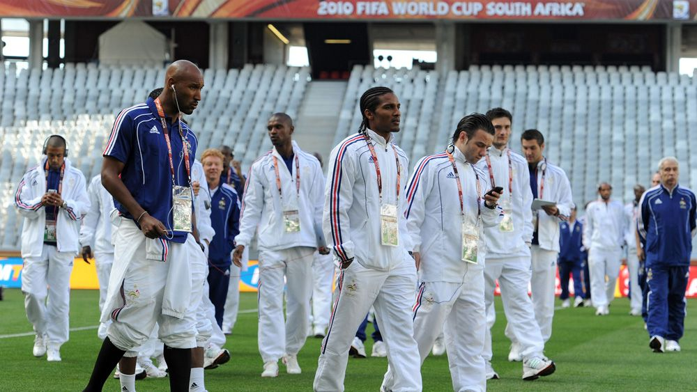 (L-R) France's national soccer team players Nicolas Anelka, Florent Malouda and Mathieu Valbuena walk around the field at Green Point stadium in Cape Town on June 11, 2010  before their opening 2010 World Cup match against Uruguay.  REUTERS/Franck Fife/Pool    (SOUTH AFRICA - Tags: SPORT SOCCER WORLD CUP)