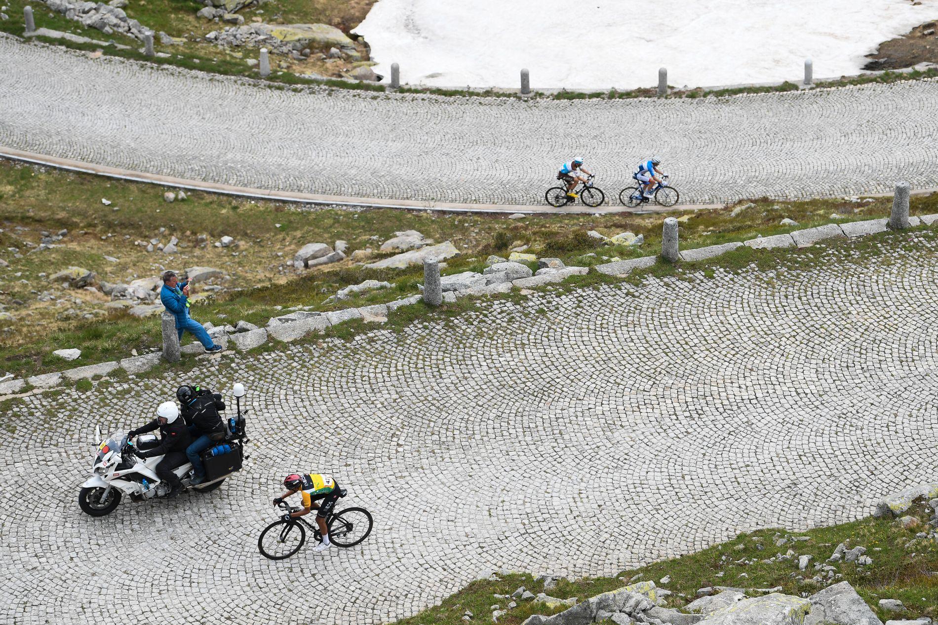 Egan Bernal er en helt unik sykkelrytter i fjellene.
