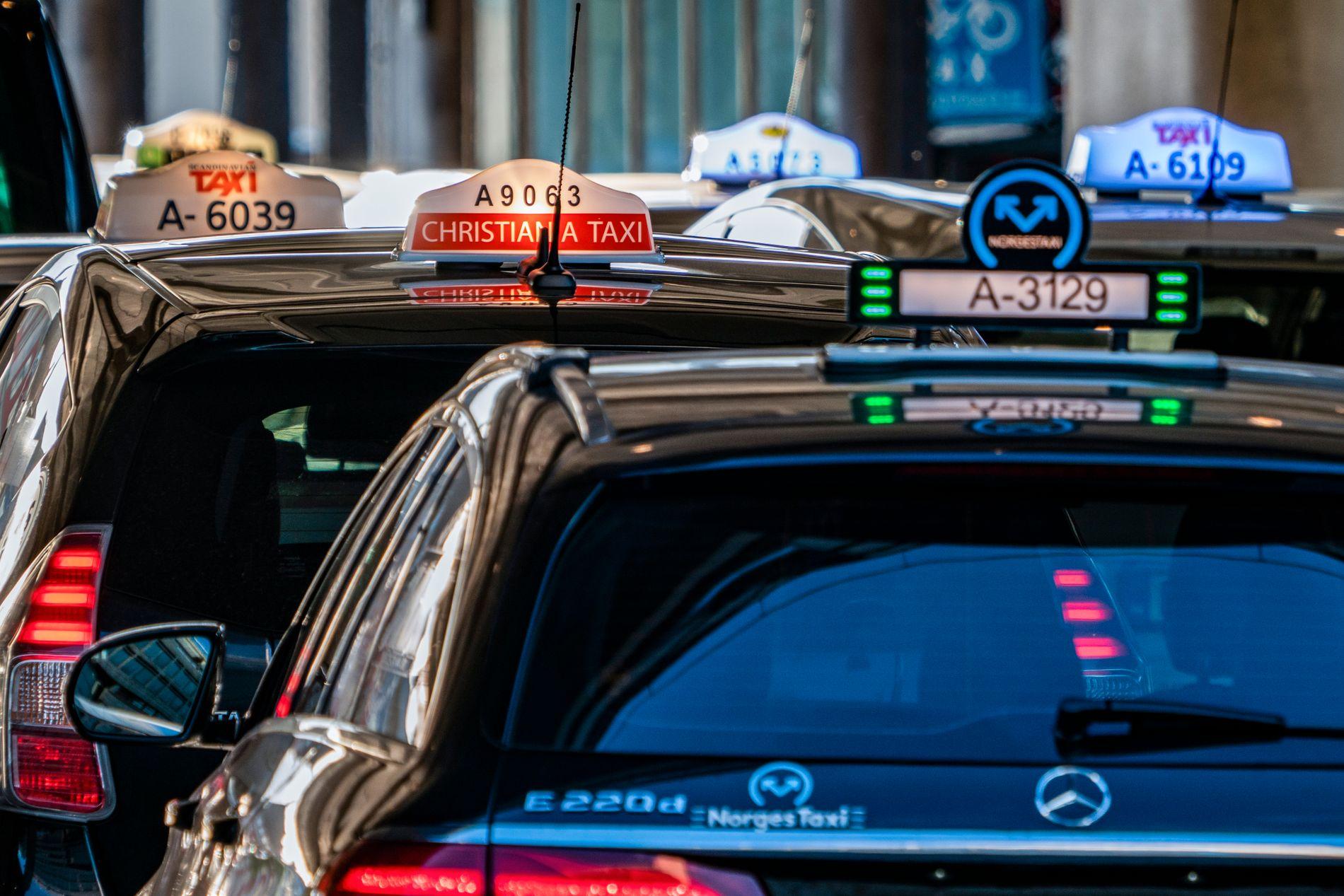 Drosjeselskaper er pliktige til å oppgi et pristilbud til kunden før reisen starter, minner Forbrukertilsynet om. Foto: Heiko Junge / NTB scanpix