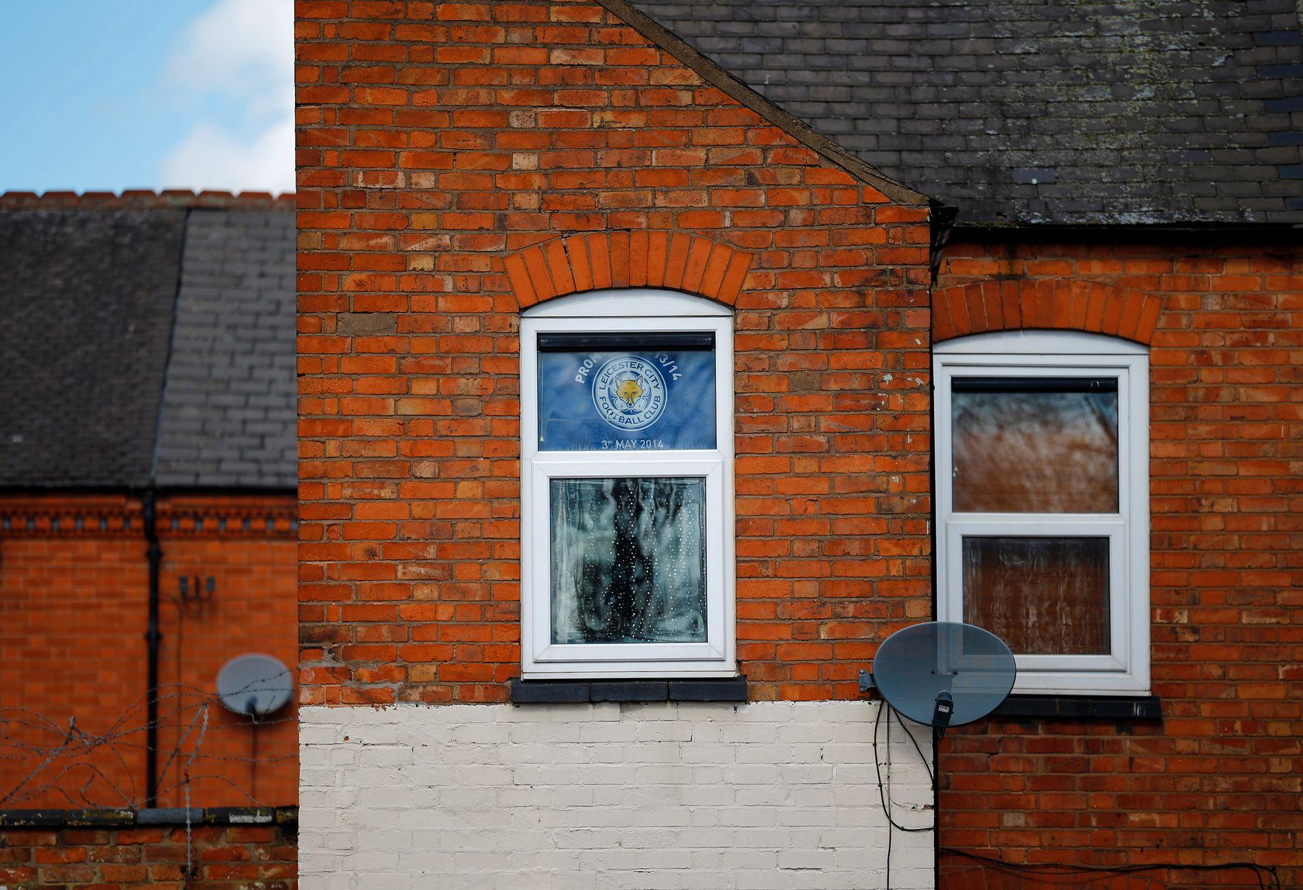 MIRAKELET I MIDLANDS: At Leicester fra East Midlands skulle vinne den engelske eliteserien i fotball, er idrettens største sensasjoner noen gang. Her ser vi et hus i nærheten av Leicesters hjemmebane.