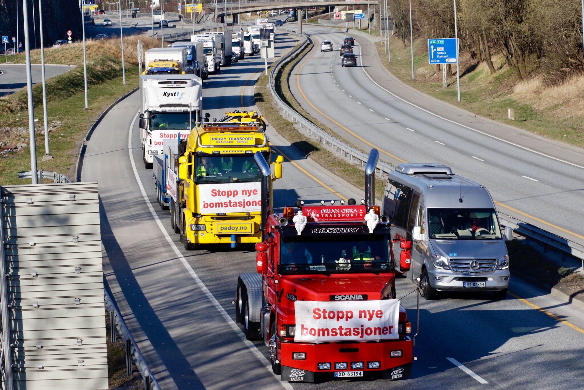 AKSJON: Onsdag 4. september skal aksjonister igjen kjøre sakte på veiene i Bergen, i protest mot bompenger. Bildet er fra en av de tidligere aksjonene til «Nok er nok».
