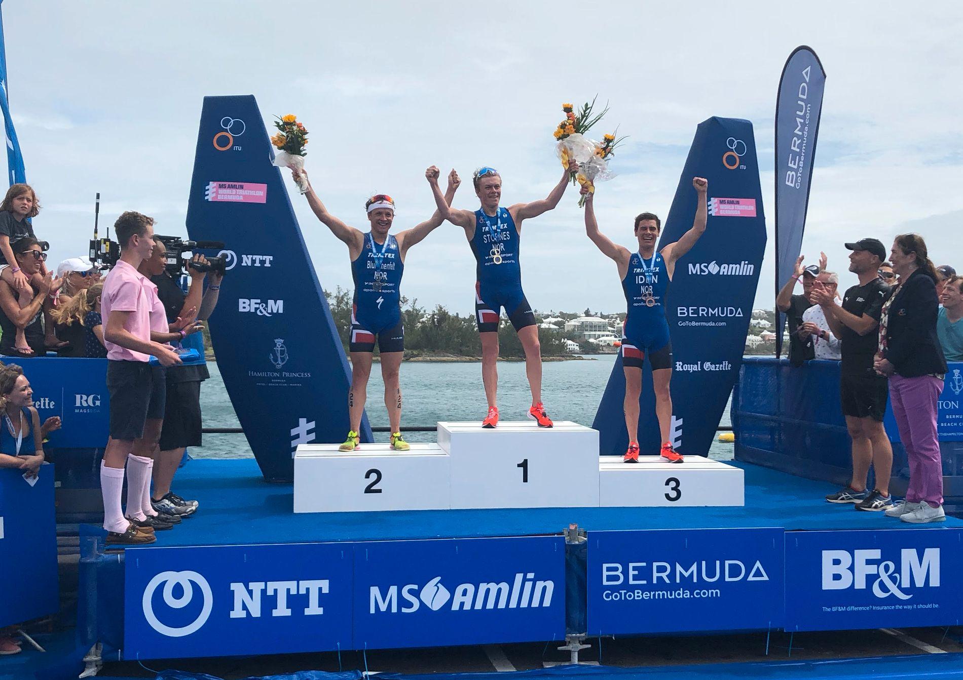 BEST I VERDEN: Casper Stornes vant i Bermuda foran Kristian Blummenfelt og Gustav Iden. Det ble en historisk jubeldag.