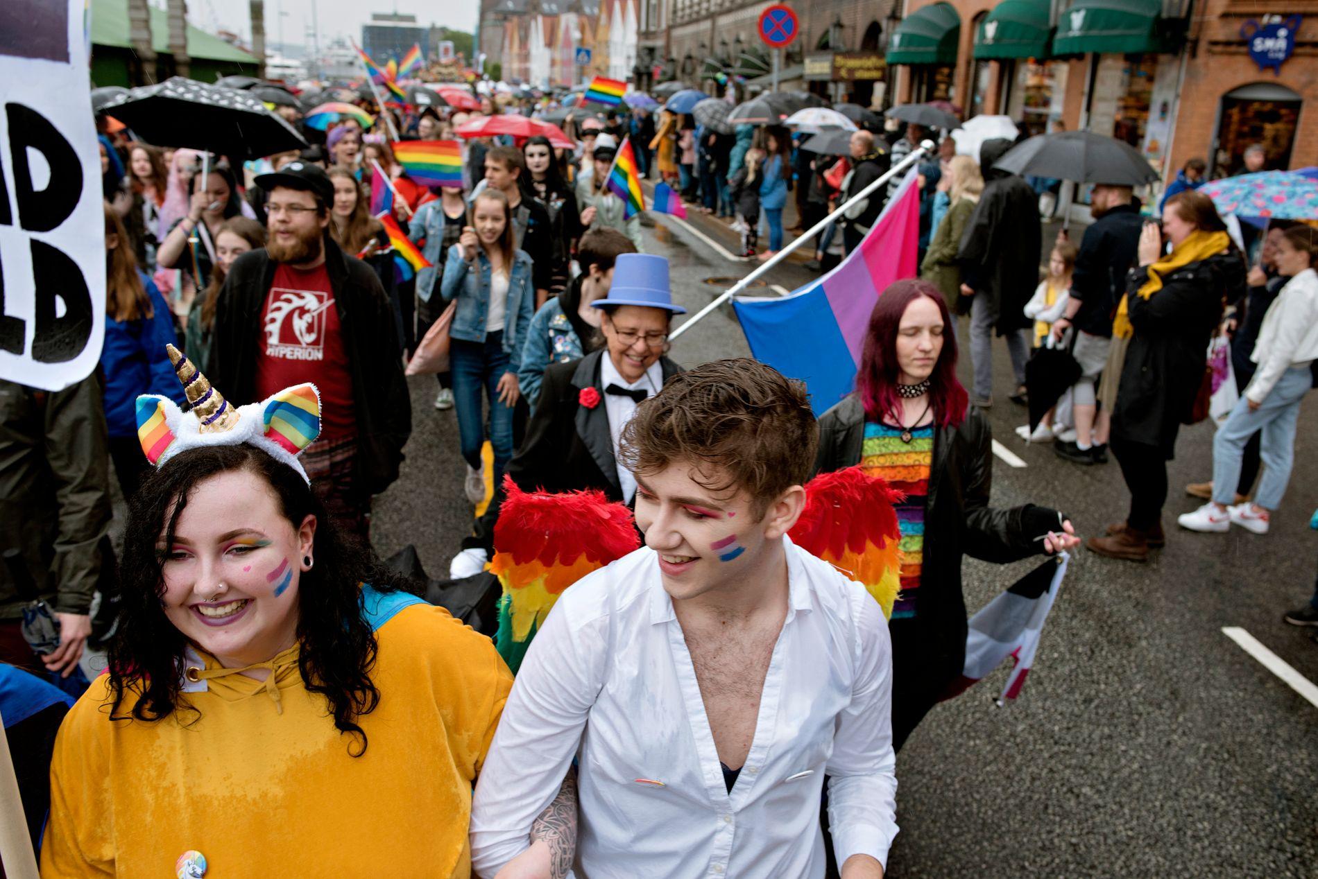 MINORITET: Det å være homofil handler om å være annerledes, tenke på en annen måte, være på en annen måte, skriver Petter Snare. Bildet er fra årets Pride-parade i Bergen.
