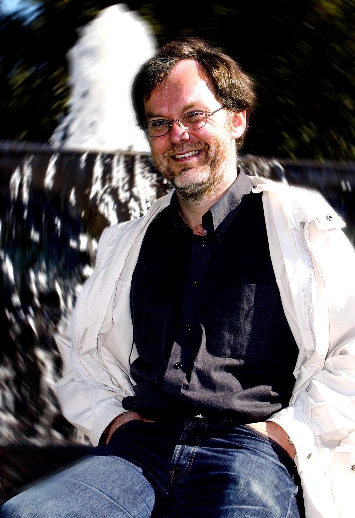 KVEN STÅR BAK? Professor Øystein Sørensen har skrive bok om små og store konspirasjonsteoriar  det er nok å ta av. ARKIVFOTO: BJØRN THUNÆS