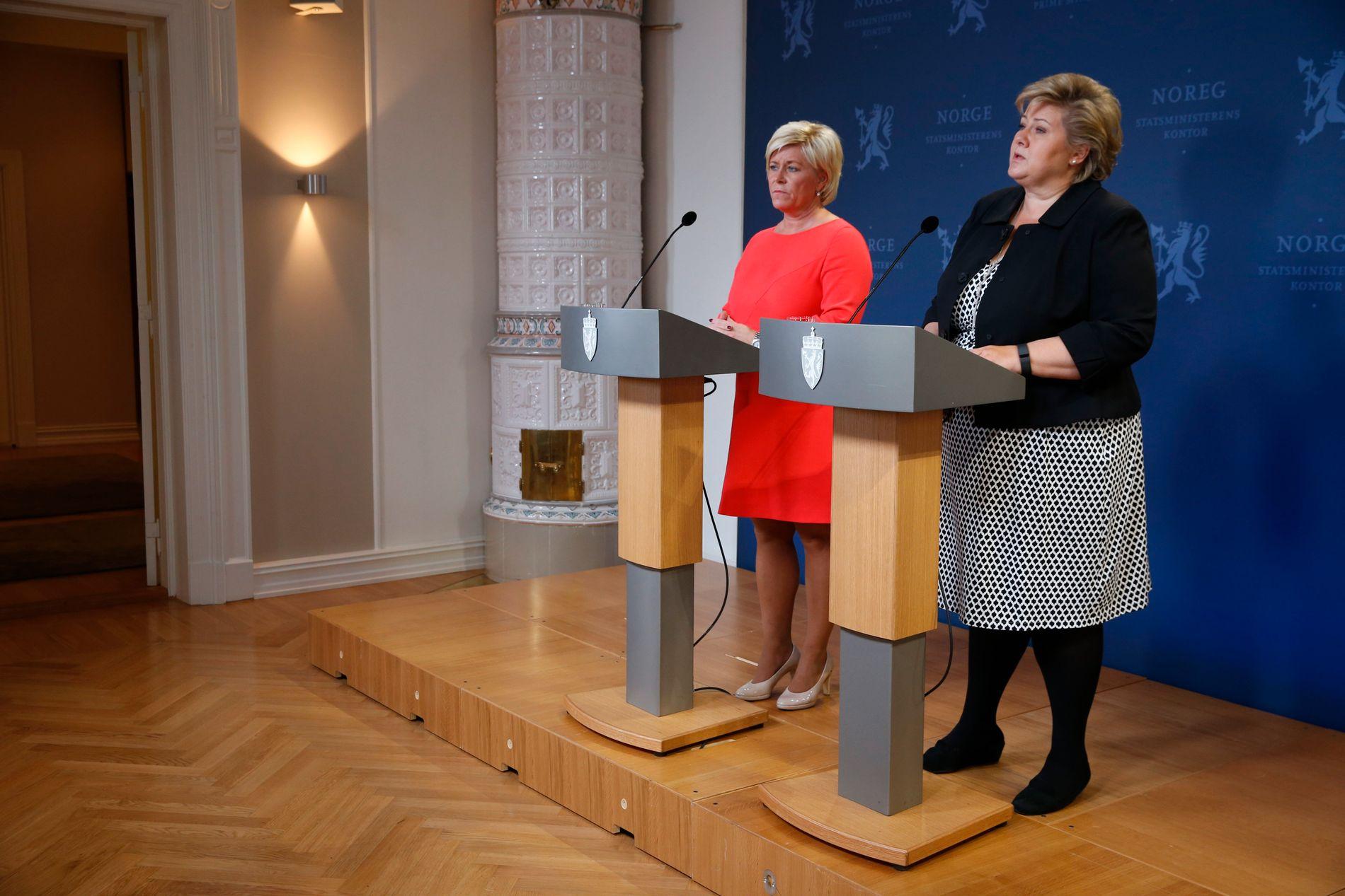 ULTIMATUM: Finansminister Siv Jensen (Frp) og statsminister Erna Solberg (H) presenterte endringer i bilavgiftene i dag. De er ikke villige til å gå lengre, og stiller dermed ultimatum overfor KrF og Venstre. Det kan felle regjeringen.