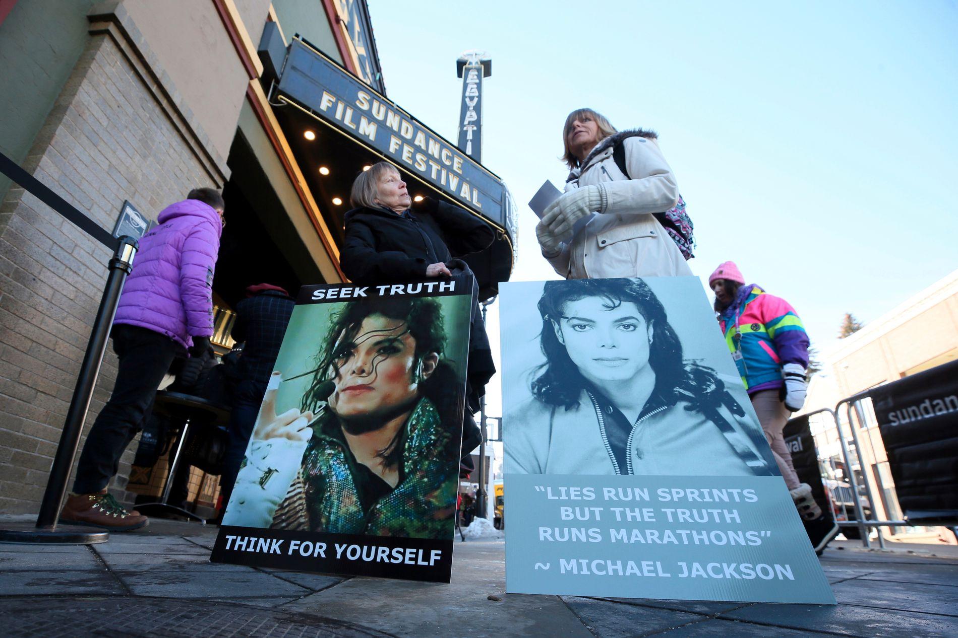 Dokumentarfilmen «Leaving Neverland» har ført til sterke reaksjoner. Her demonstrerer fans utenfor premierevisningen under Sundancefestivalen i januar.