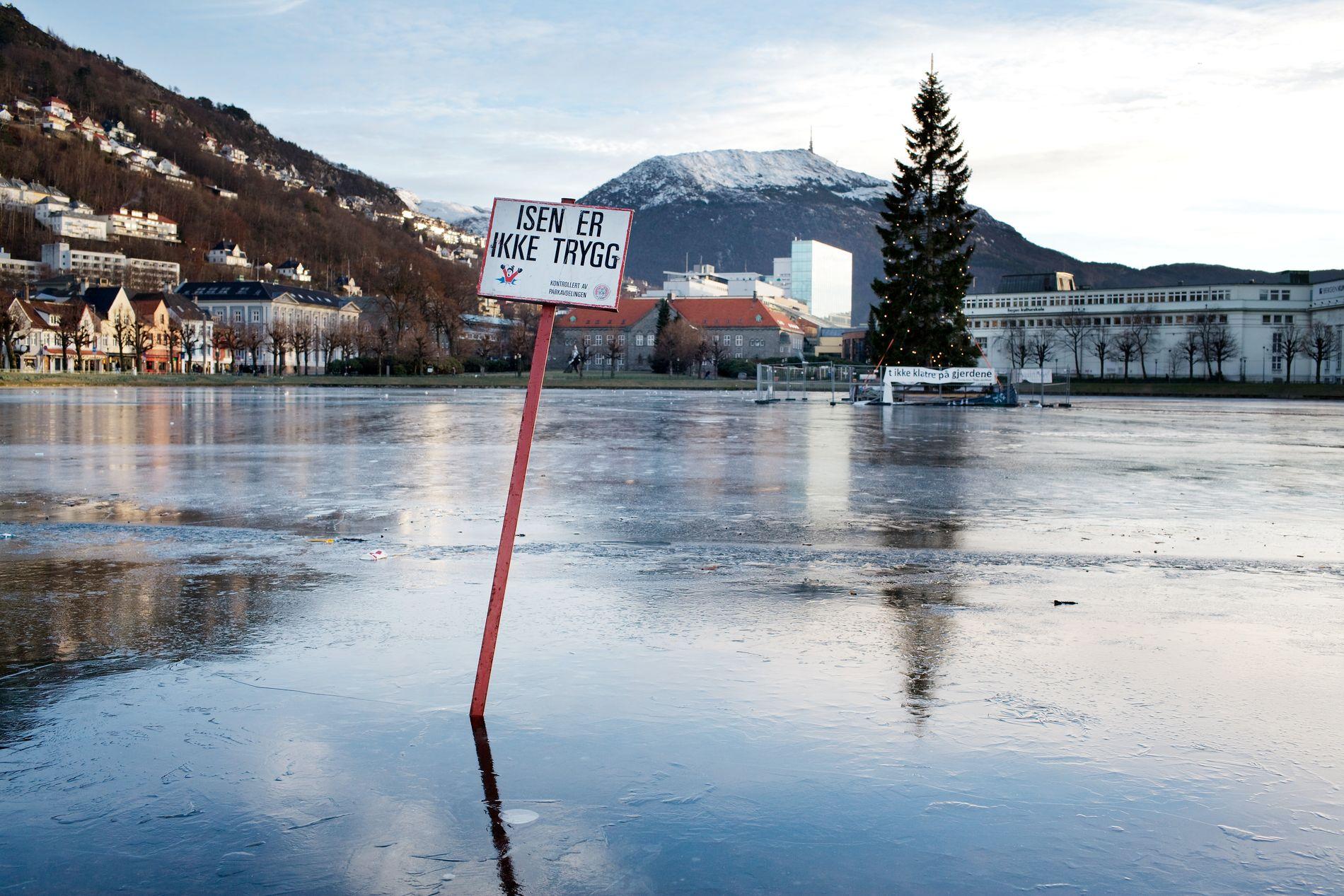 IKKE TRYGG: Politiet ber folk holde seg borte fra islagte vann i Bergensområdet. – Isen er slett ikke trygg nok og vi har ikke råd til å miste noen, sier operasjonsleder i Vest politidistrikt, Morten Kronen.