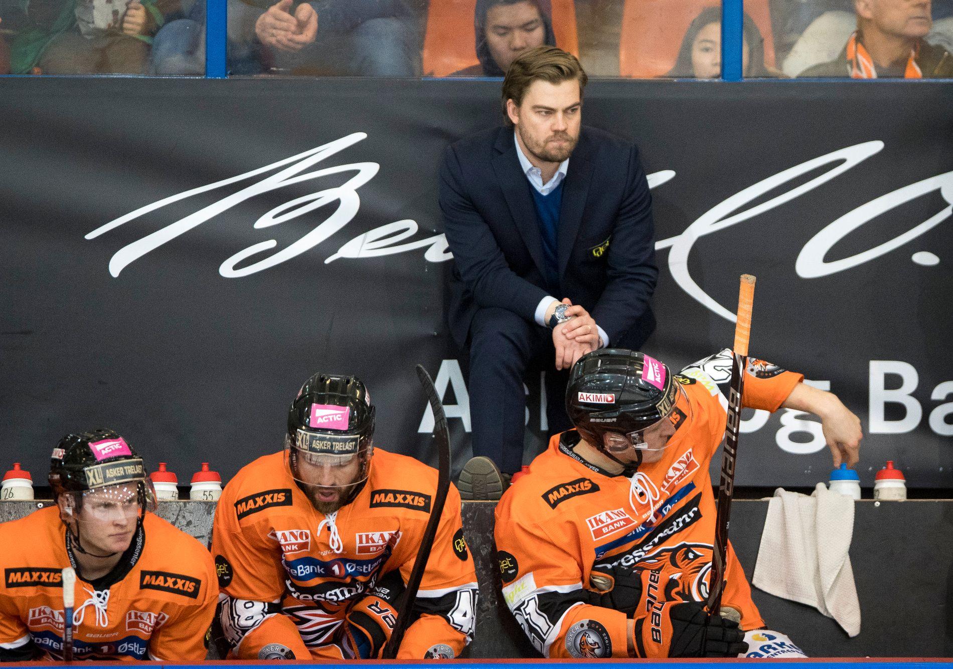Frisk-trener Jan André Aasland tok over laget midt i sesongen. Han er seriens yngste trener med sine 29 år, og han har imponert med å få laget helt til finalen mot Storhamar.