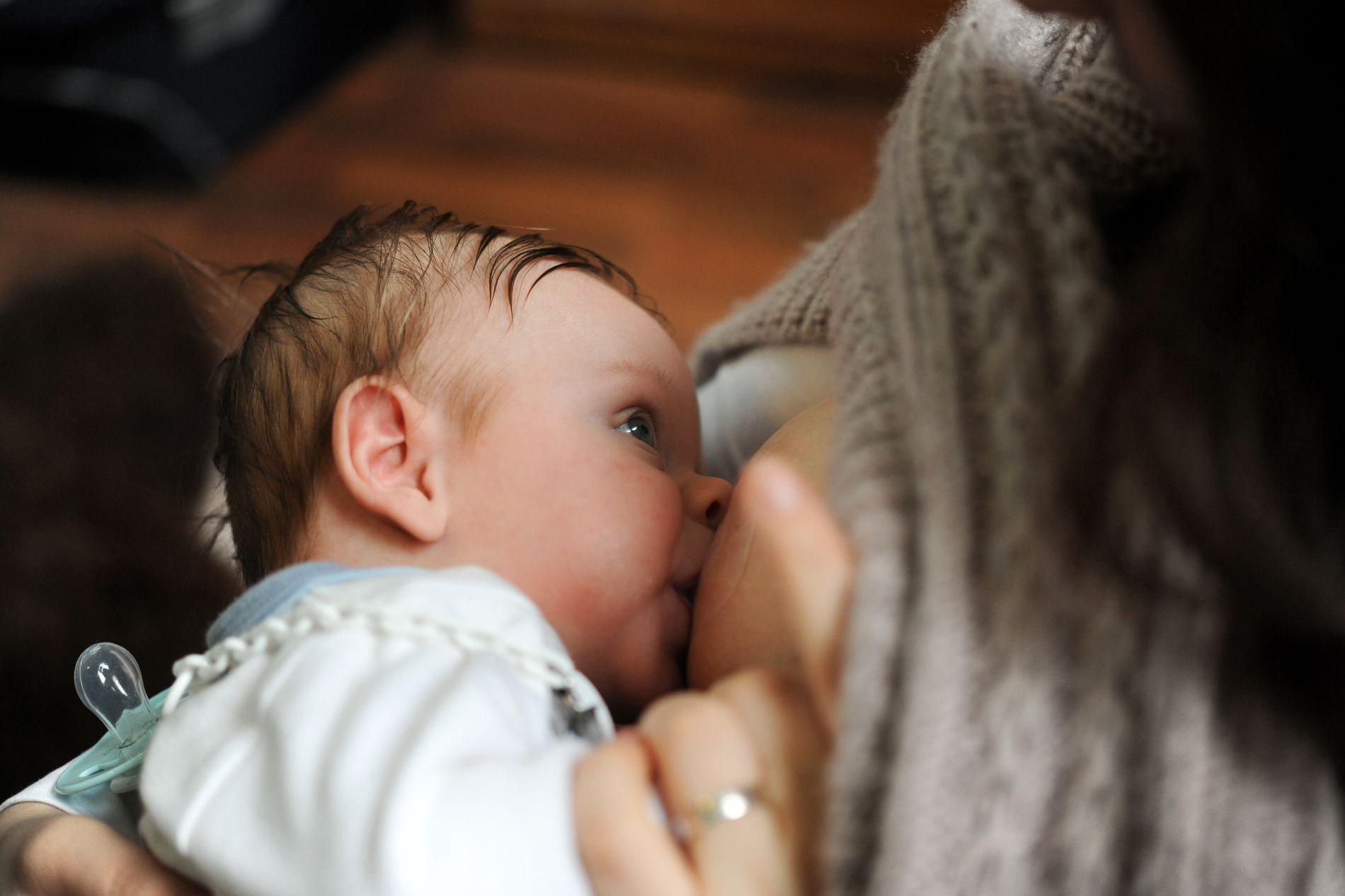 URETTFERDIG: Vedtaket om å inkludere tida rett etter fødsel i mødrepermisjonen er urettferdig for kvinner, som ber ei stor belastning i tida rundt fødselen, meiner Bergens Tidende.