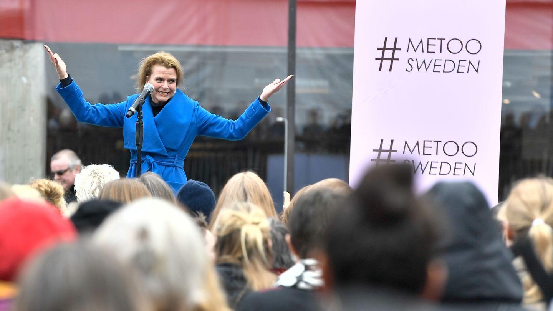 DEMONSTRASJON: I oktober demonstrerte flere tusen mennesker i Sverige etter at flere historier om seksuelle overgrep kom frem. Her taler den svenske likestillingsministeren Åsa Regnér (S).