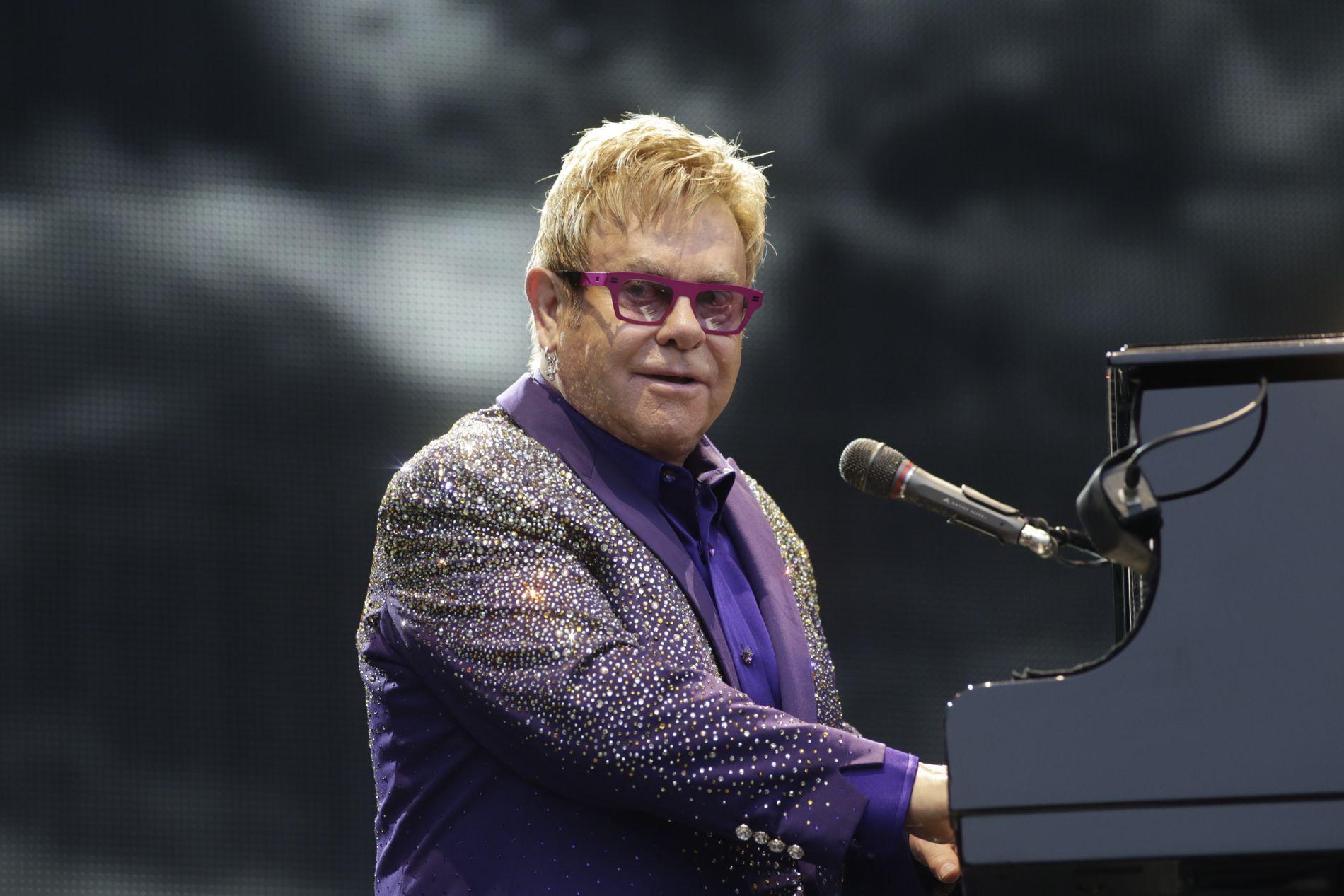 SPILLER: Nå er Elton John klar.