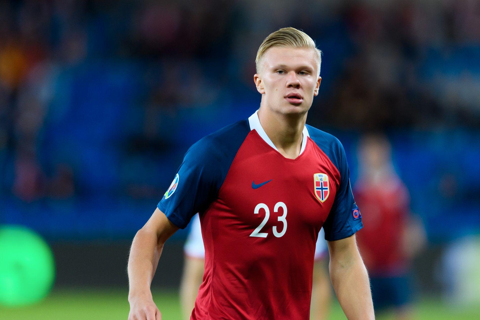Erling Braut Haaland var ikke engang født sist Norge var i EM. Torsdag fikk han sin landslagsdebut.