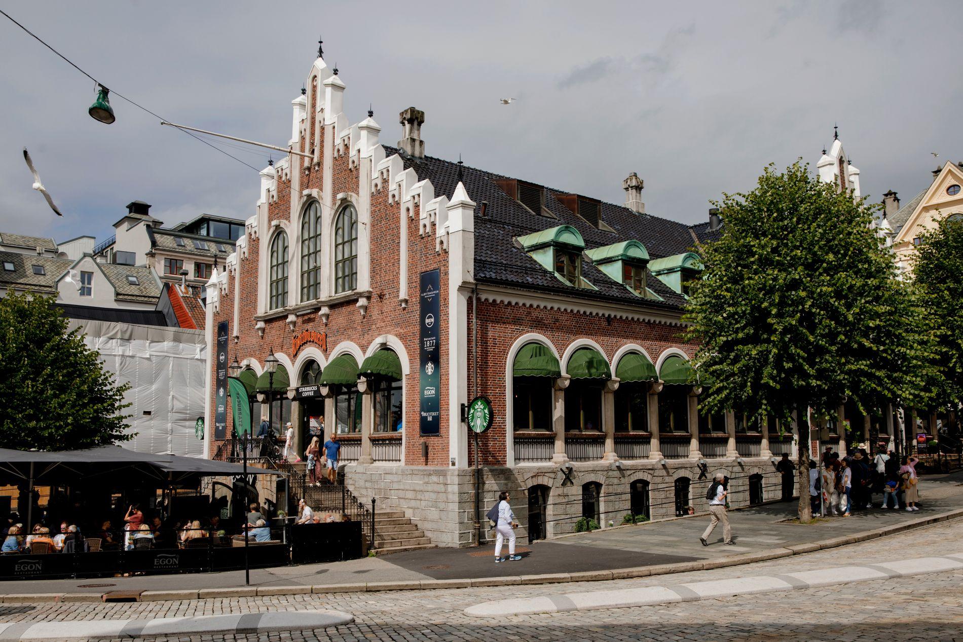 1877: Kjøttbasaren ble bygget på cirka samme tid som to av de andre kandidatene for Bergens fineste bygning, nemlig Johanneskirken og Bergen børs.