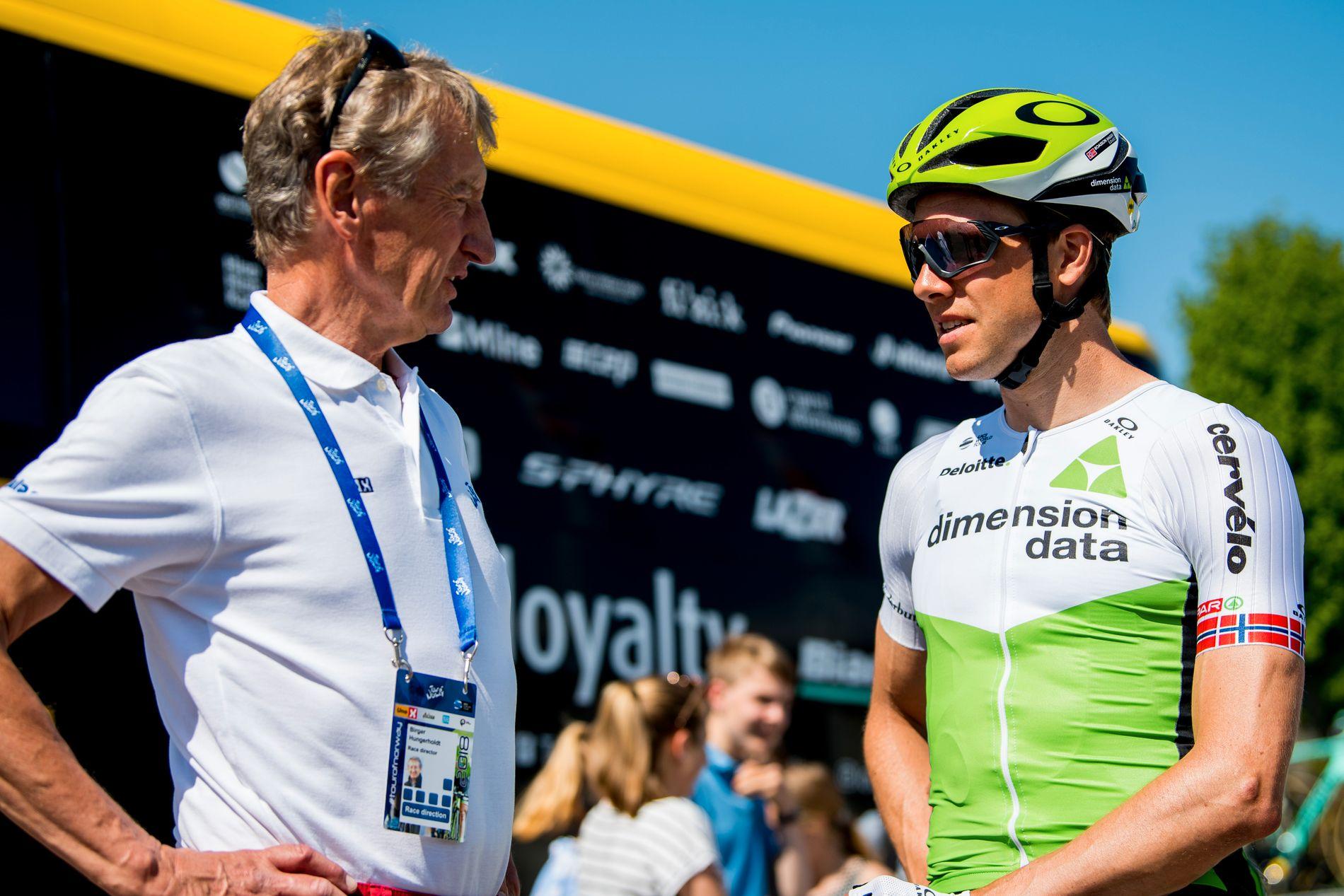 Birger Hungerholdt har lang erfaring med rittplanlegging. Her sammen med Edvald Boasson Hagen under Tour of Norway i 2018.