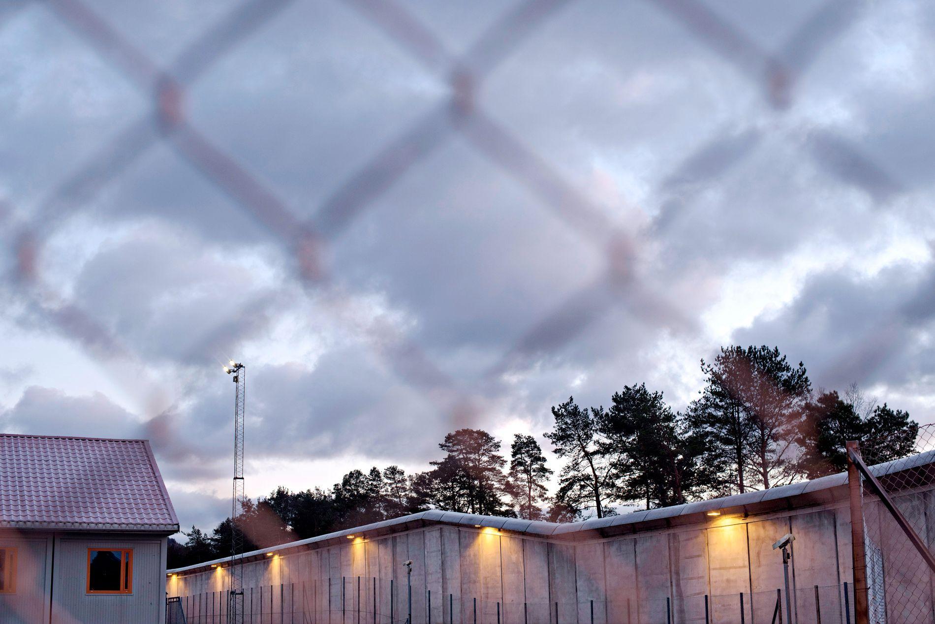 TYSTER ALDRI: Du tenker kanskje: Hvorfor sier du ikke fra om du blir truet? Men man tyster aldri i fengsel, skriver innsender.