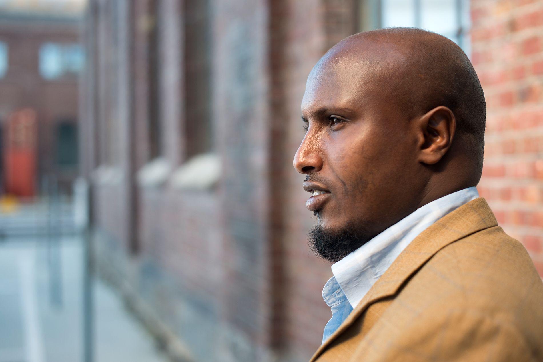 DØRÅPNER: I starten opplevde jeg nordmenn som lukkede. I 2005 ble jeg fotballdommer, og det var en døråpner for meg, skriver Ibrahim.