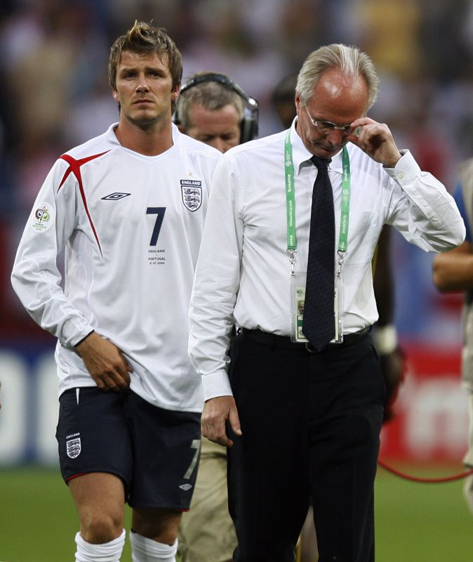 Beckham ga seg som England-kaptein etter VM i 2006. Her sammen med Svn-Göran Eriksson.