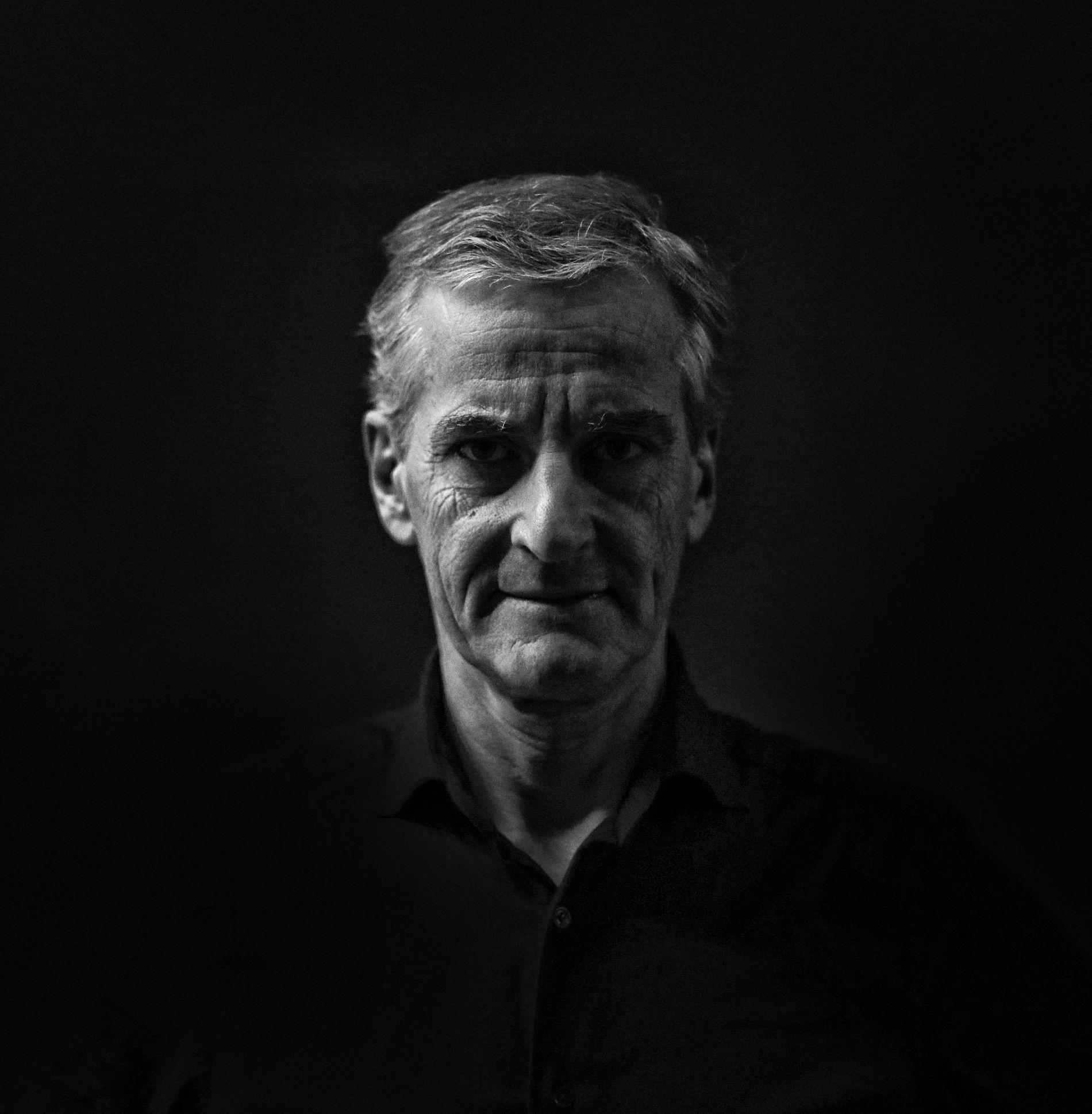 VANSKELEG JOBB: Det spørst om Ap-leiar Jonas Gahr Støre kan halde på den ansvarlege linja, om han skal klare å leie partiet ut av Erna Solbergs famntak, skriv Hans K. Mjelva.