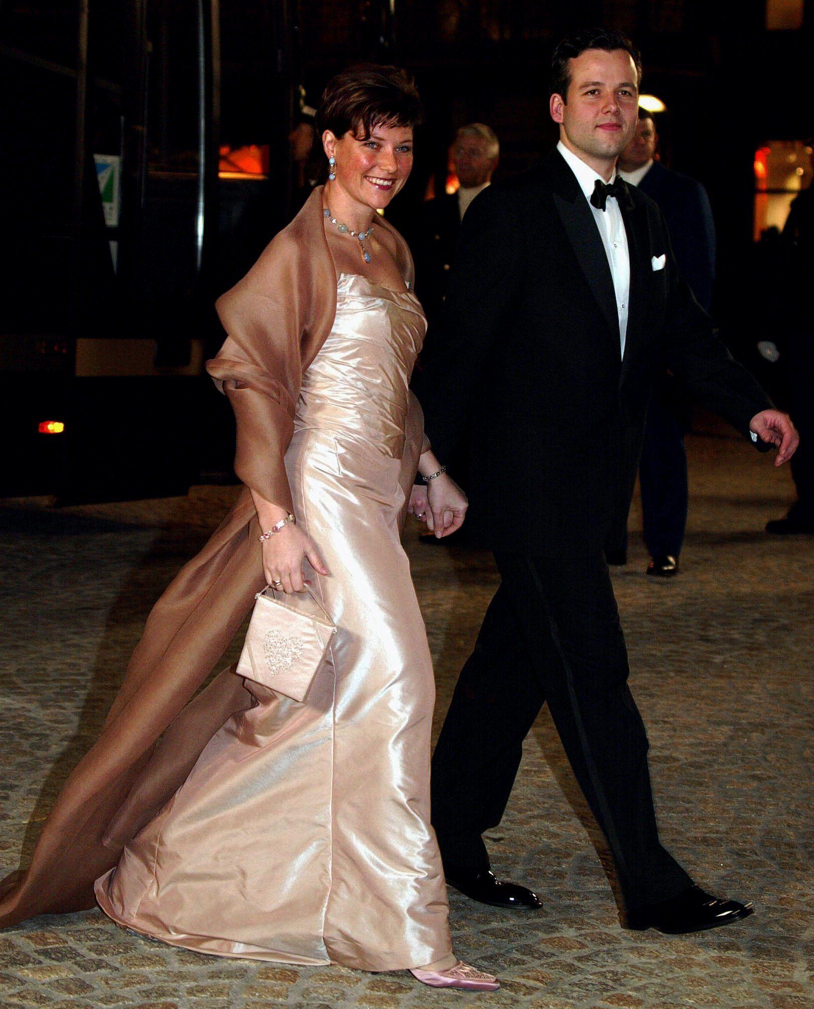 DEN GANG: Prinsessen og forloveden Ari Behn ankommer Palasset i Amsterdam til det nederlanske brudeparet, februar 2002.