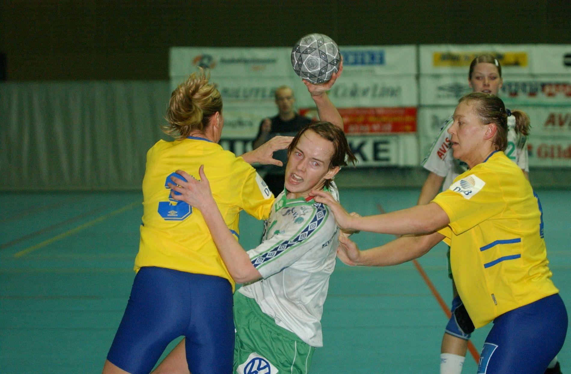 Tvillingene Katrine og Kristine (bildet) Lunde var sentrale spillere da Våg debuterte i eliteserien i 2001.