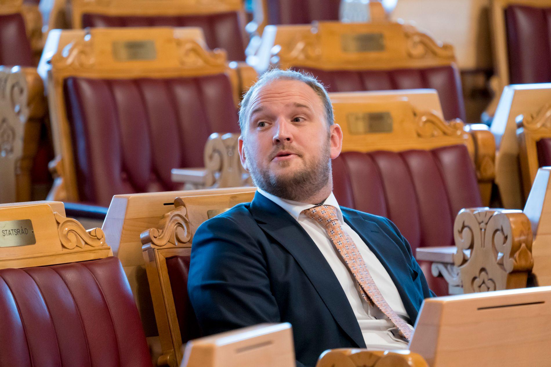 VIL FJERNE: Samferdselsminister Jon Georg Dale (Frp) har tatt første skritt mot en reduksjon av fotobokser på norske veier. Trygg Trafikk frykter at flere kan bli drept og hardt skadd.